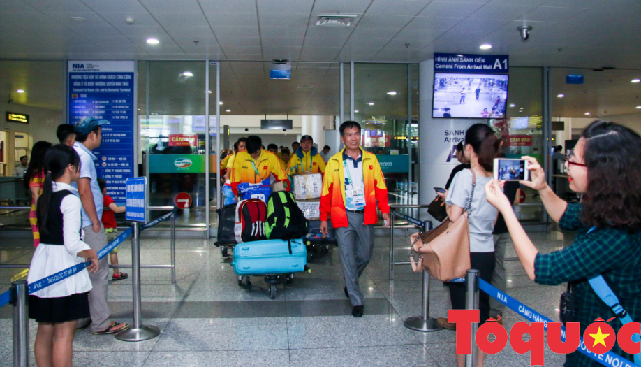 Đoàn thể thao Olympic trẻ Việt Nam về nước sau kỳ Đại hội thành công vượt ngoài kỳ vọng - Ảnh 1.