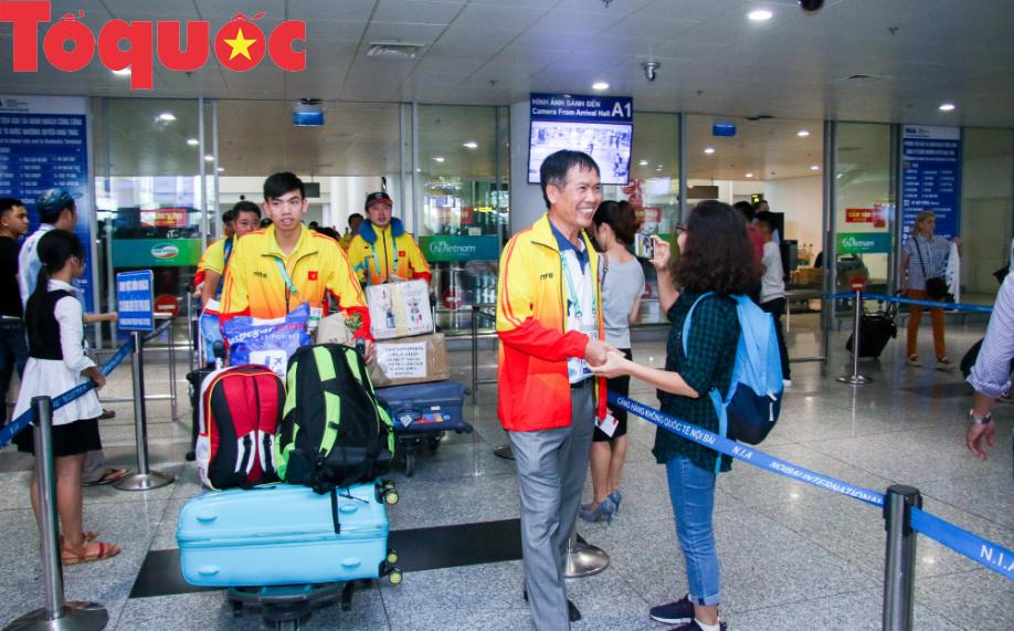 Đoàn thể thao Olympic trẻ Việt Nam về nước sau kỳ Đại hội thành công vượt ngoài kỳ vọng - Ảnh 2.