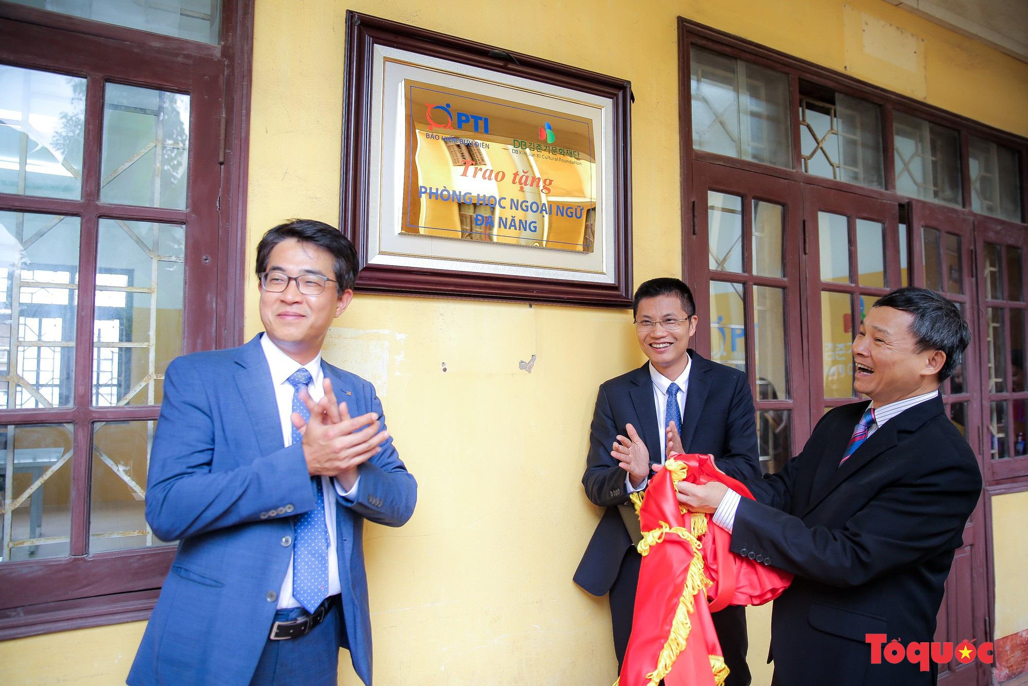 Tham quan phòng học tiếng Anh đa năng đầu tiên của Thái Nguyên - Ảnh 6.