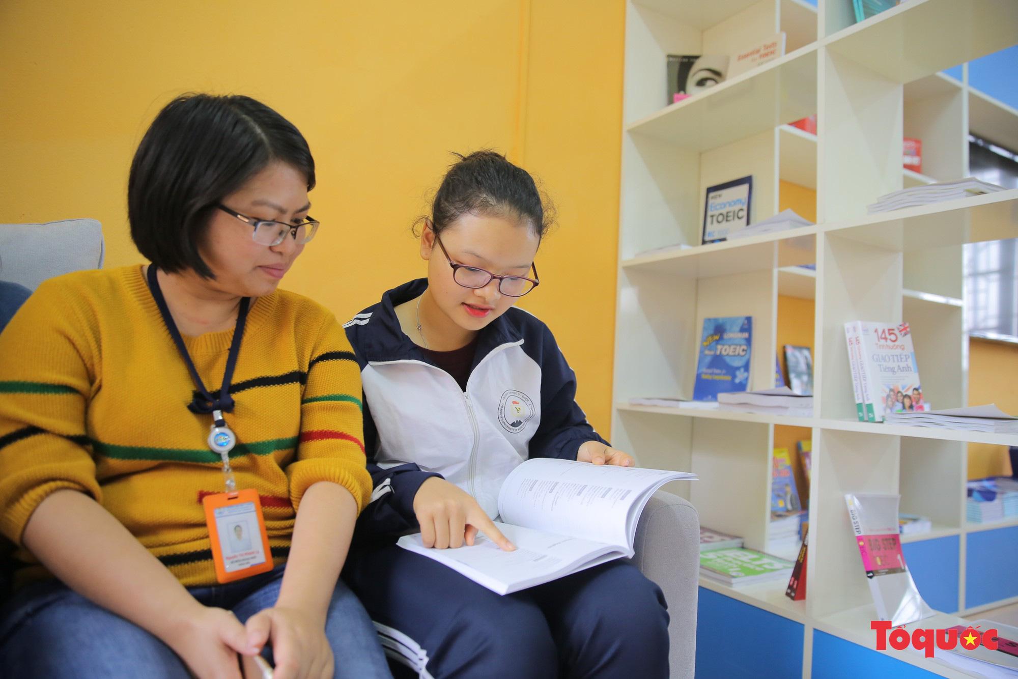 Tham quan phòng học tiếng Anh đa năng đầu tiên của Thái Nguyên - Ảnh 11.