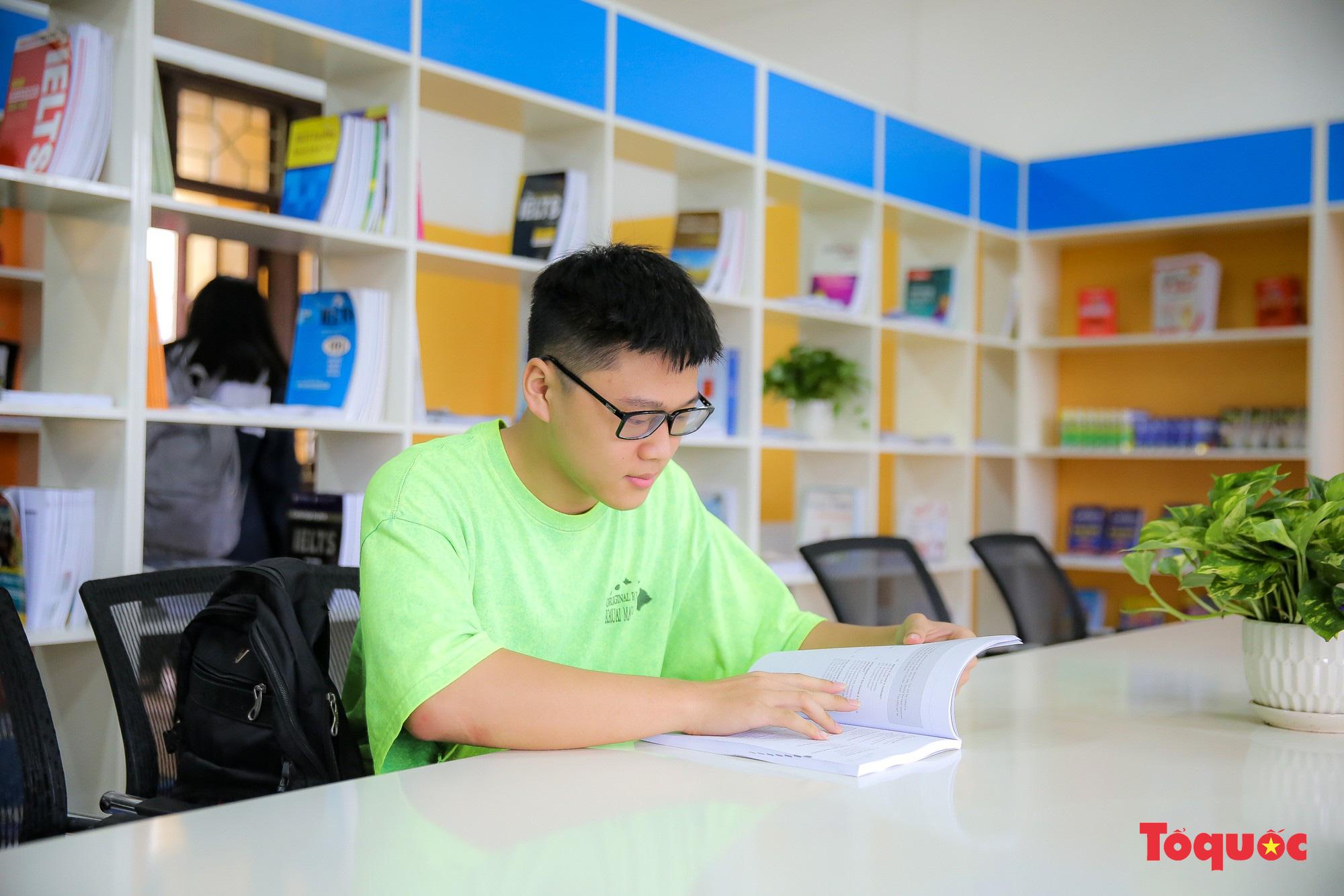 Tham quan phòng học tiếng Anh đa năng đầu tiên của Thái Nguyên - Ảnh 10.