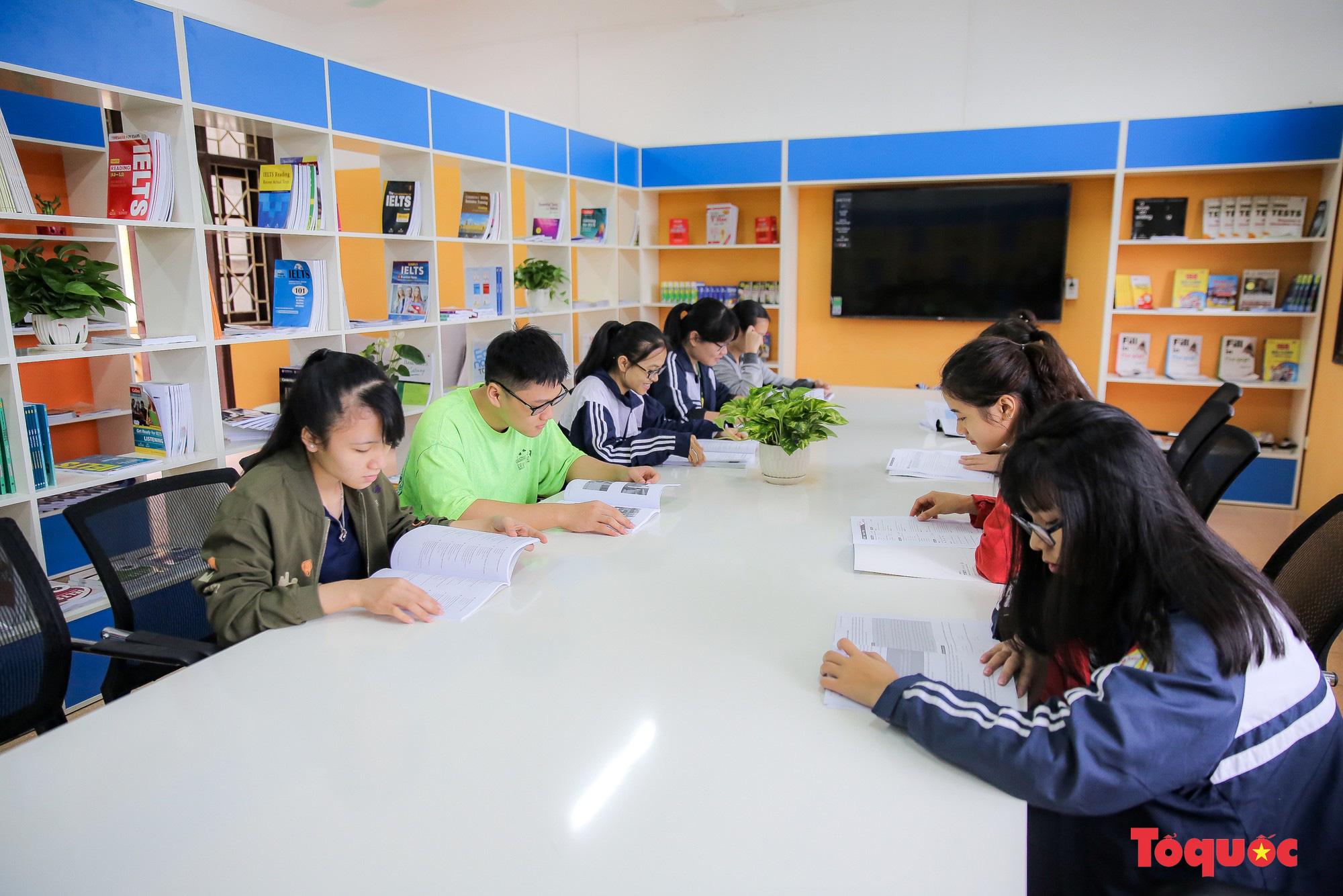 Tham quan phòng học tiếng Anh đa năng đầu tiên của Thái Nguyên - Ảnh 12.