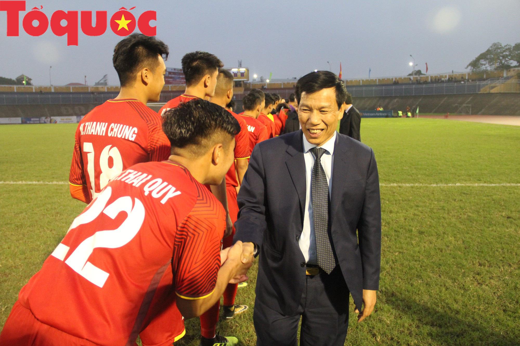 Bộ trưởng Nguyễn Ngọc Thiện dự khán trận chung kết U21 quốc tế - Ảnh 4.