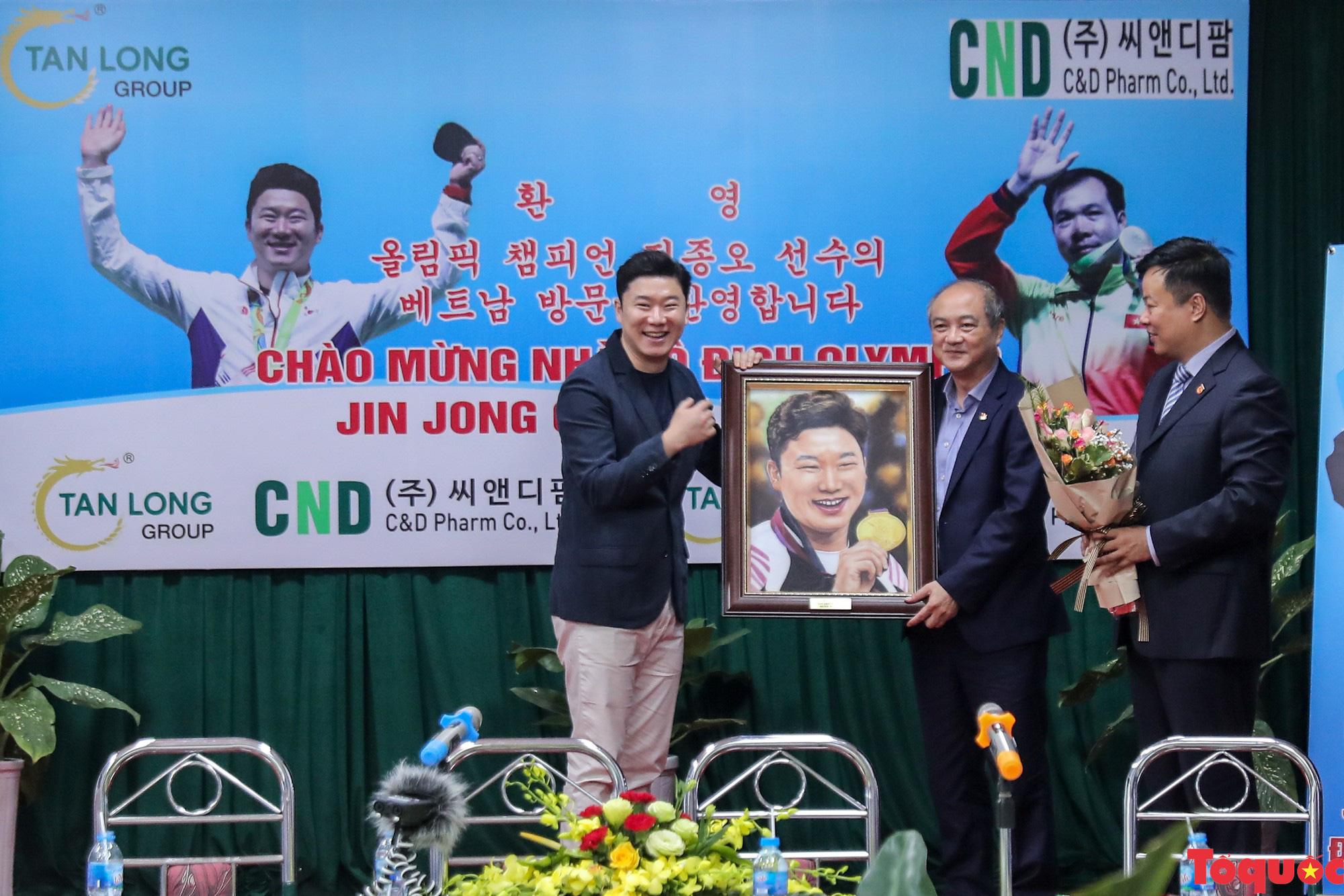 Siêu xạ thủ Jin Jong Oh giao lưu bắn súng cùng các VĐV Việt Nam - Ảnh 6.