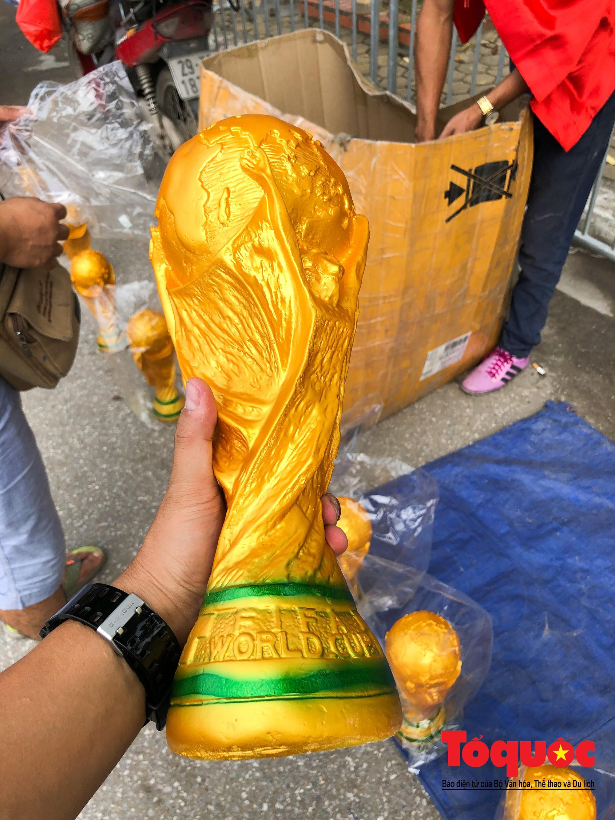 Hai trăm nghìn cho một chiếc Cup vô định thế giới1