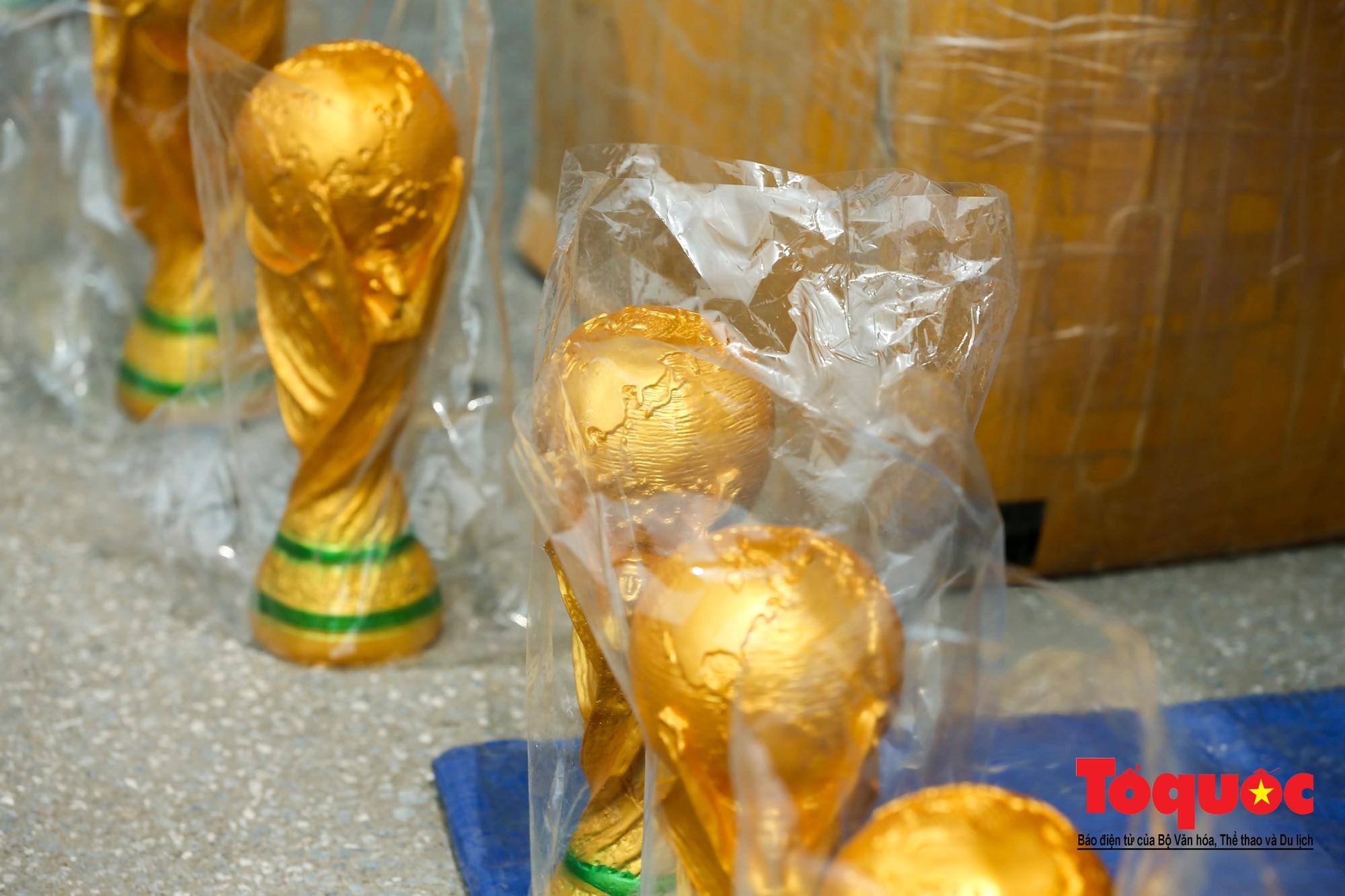 Hai trăm nghìn cho một chiếc Cup vô định thế giới10