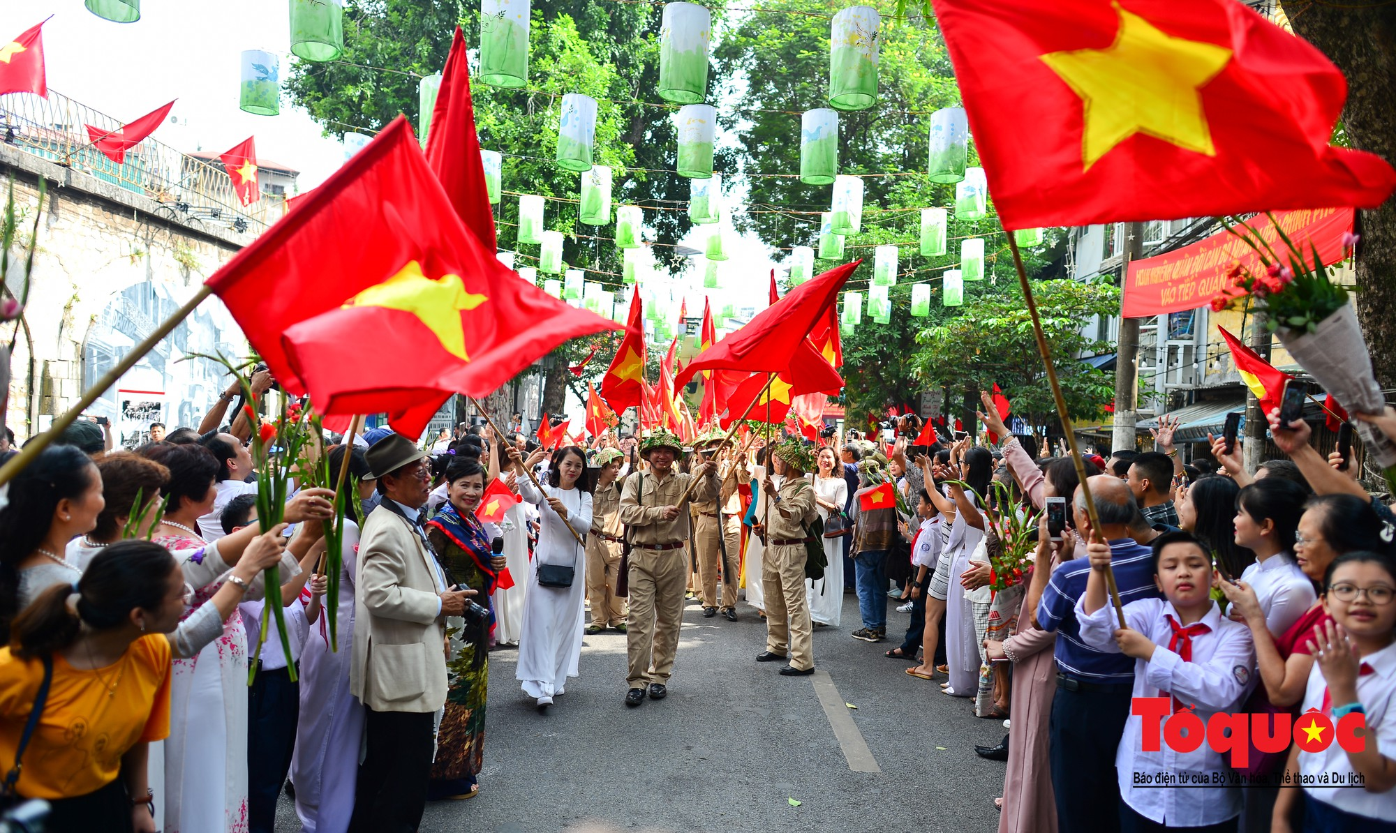Tái hiện ký ức hào hùng đoàn quân chiến thắng trở về tiếp quản thủ đô Hà Nội 65 năm trước 10