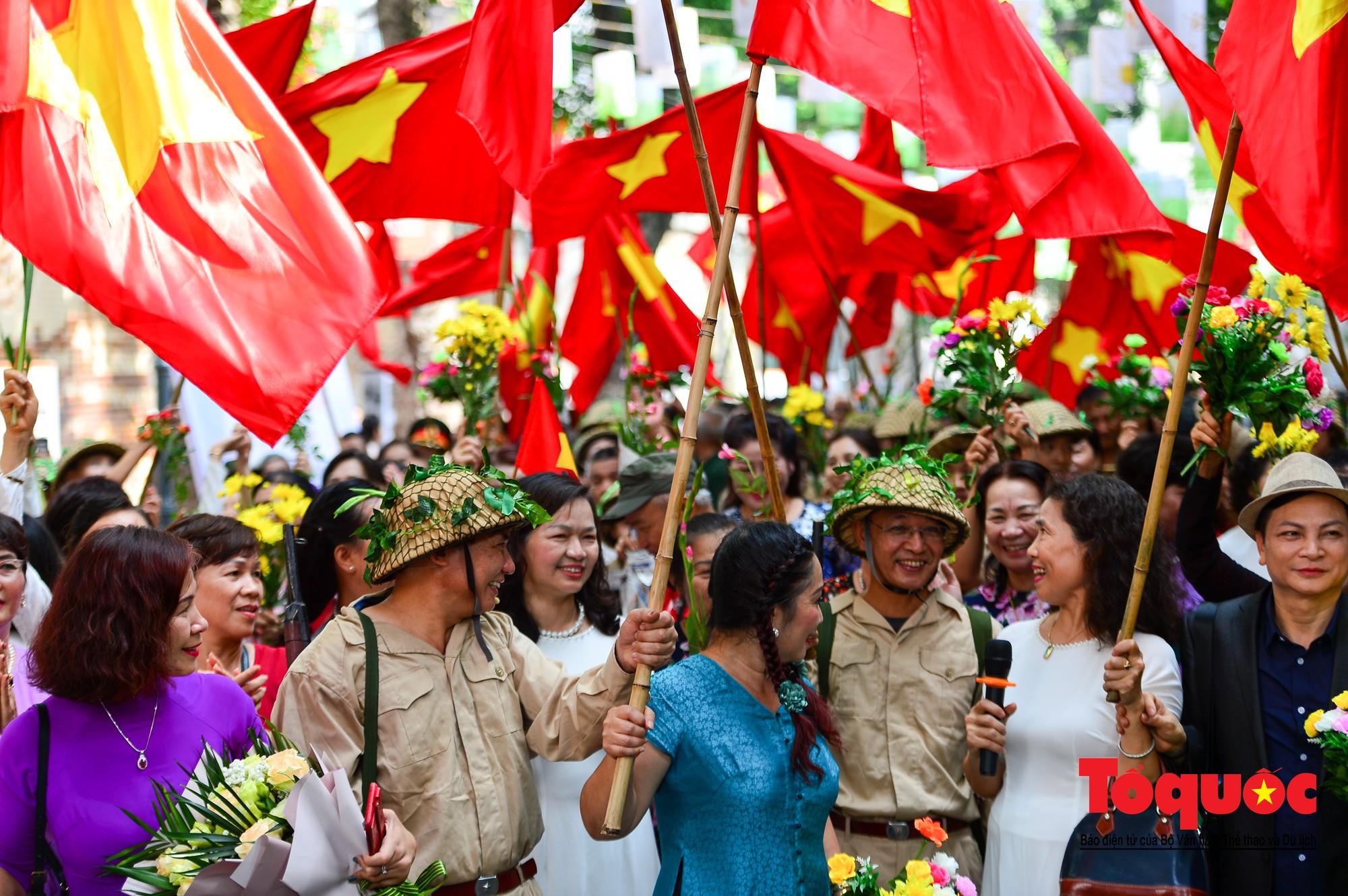 Tái hiện ký ức hào hùng đoàn quân chiến thắng trở về tiếp quản thủ đô Hà Nội 65 năm trước 14