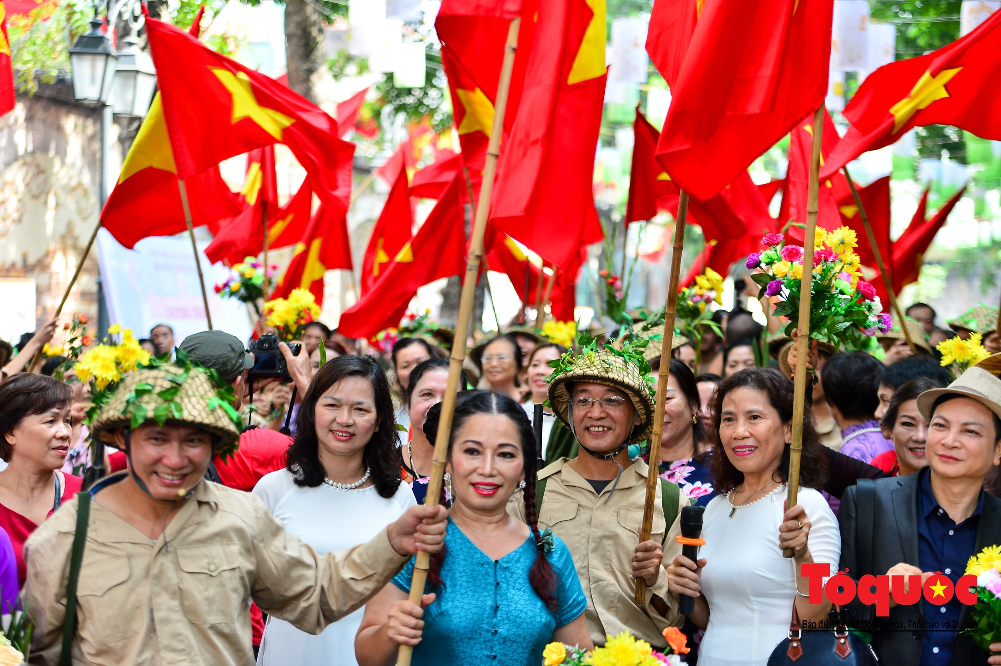 Tái hiện ký ức hào hùng đoàn quân chiến thắng trở về tiếp quản thủ đô Hà Nội 65 năm trước 15