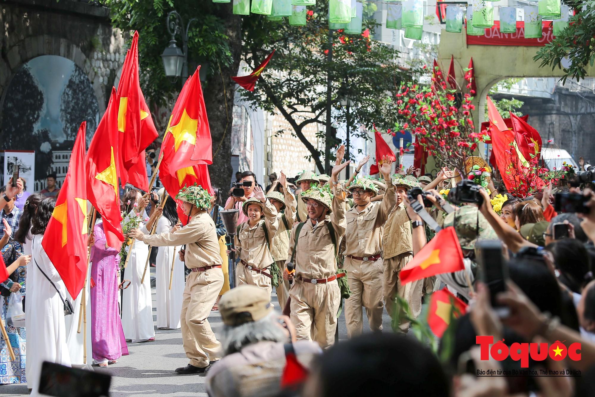 Tái hiện ký ức hào hùng đoàn quân chiến thắng trở về tiếp quản thủ đô Hà Nội 65 năm trước 3