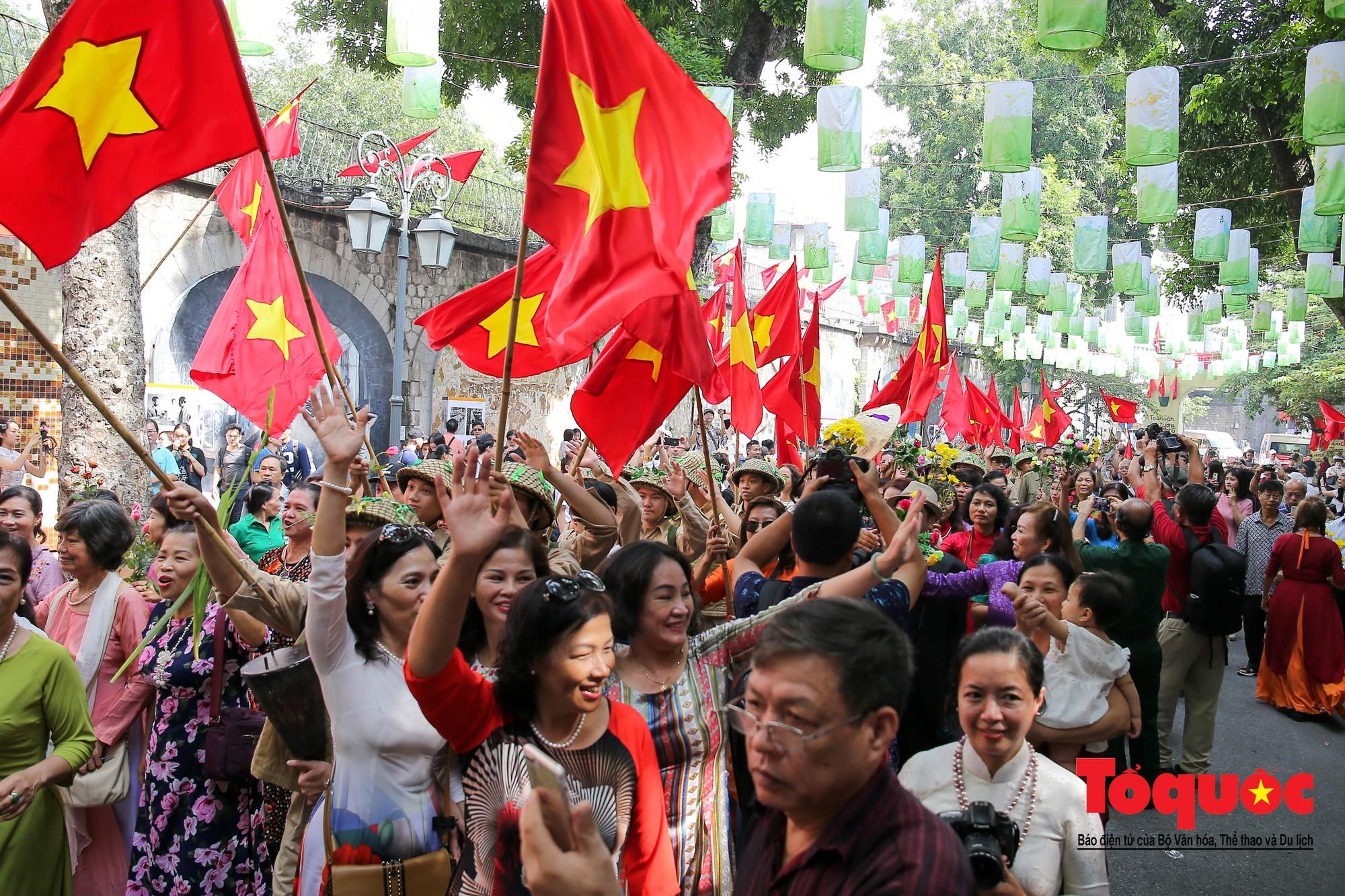 Tái hiện ký ức hào hùng đoàn quân chiến thắng trở về tiếp quản thủ đô Hà Nội 65 năm trước 4