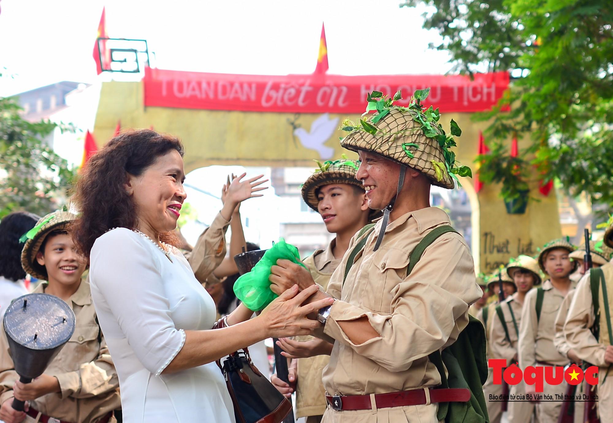Tái hiện ký ức hào hùng đoàn quân chiến thắng trở về tiếp quản thủ đô Hà Nội 65 năm trước 7