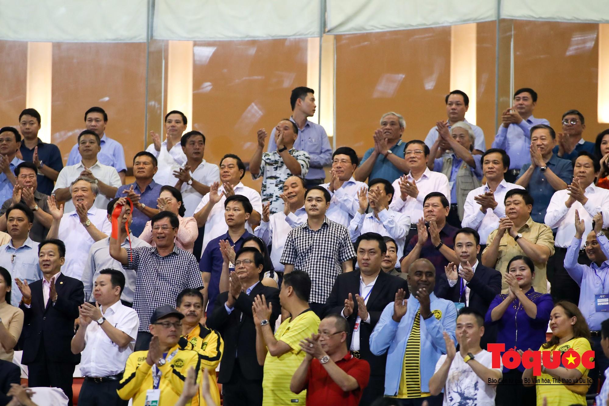 Thủ tướng, Chủ tịch Quốc hội dự khán trận giữa Việt Nam và Malaysia tại vòng loại World Cup 20222