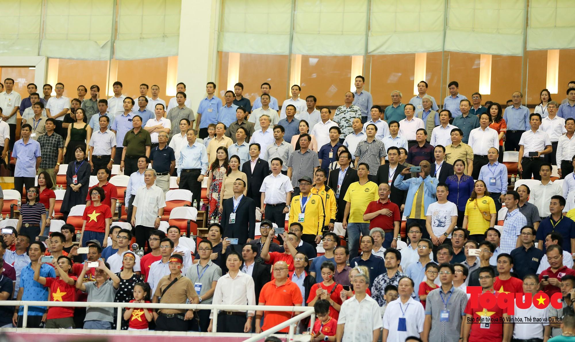 Thủ tướng, Chủ tịch Quốc hội dự khán trận giữa Việt Nam và Malaysia tại vòng loại World Cup 20223