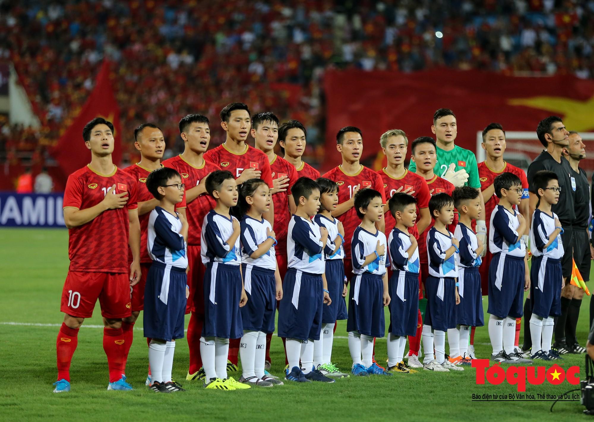Thủ tướng, Chủ tịch Quốc hội dự khán trận giữa Việt Nam và Malaysia tại vòng loại World Cup 20224