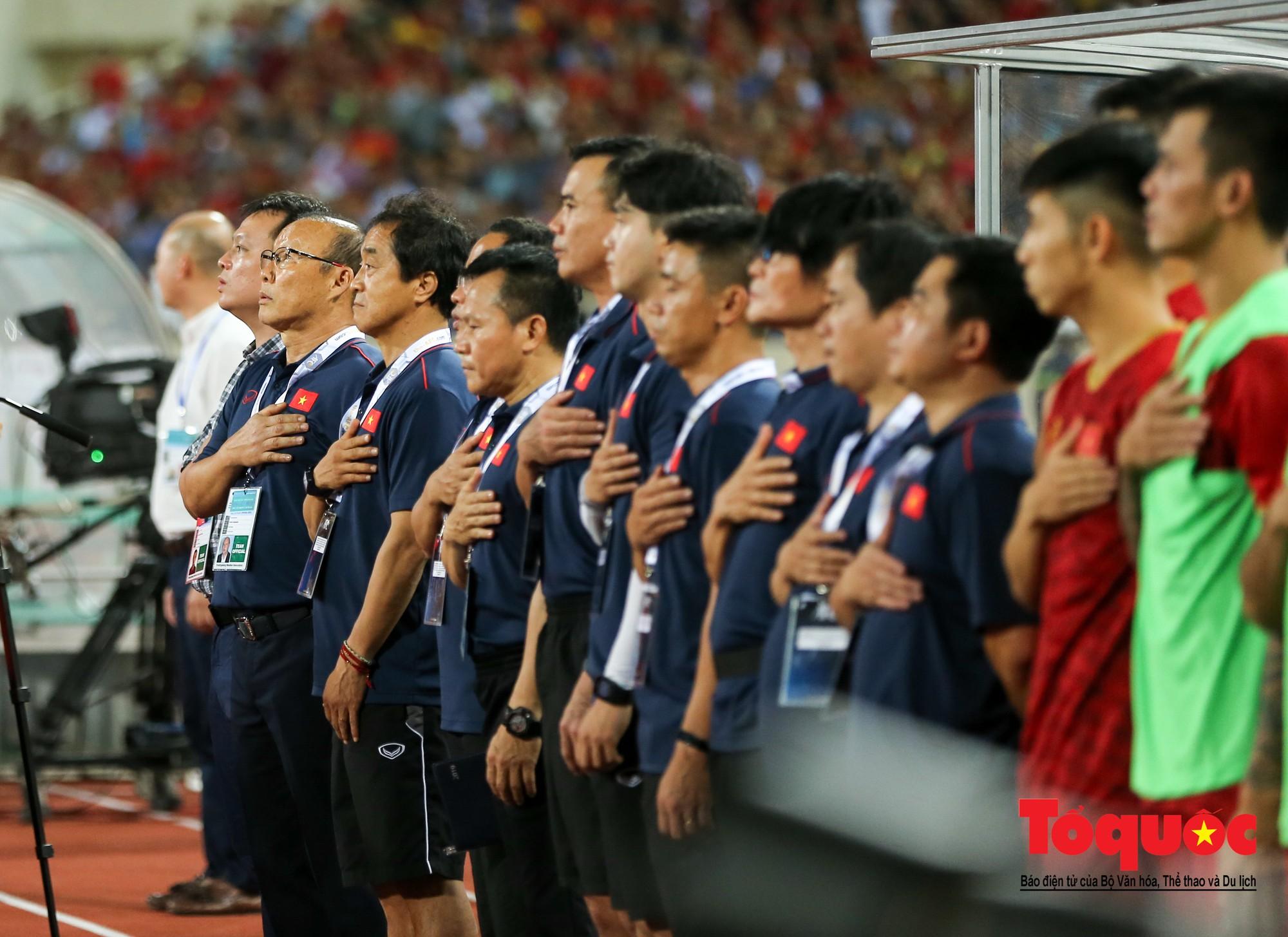 Thủ tướng, Chủ tịch Quốc hội dự khán trận giữa Việt Nam và Malaysia tại vòng loại World Cup 20225