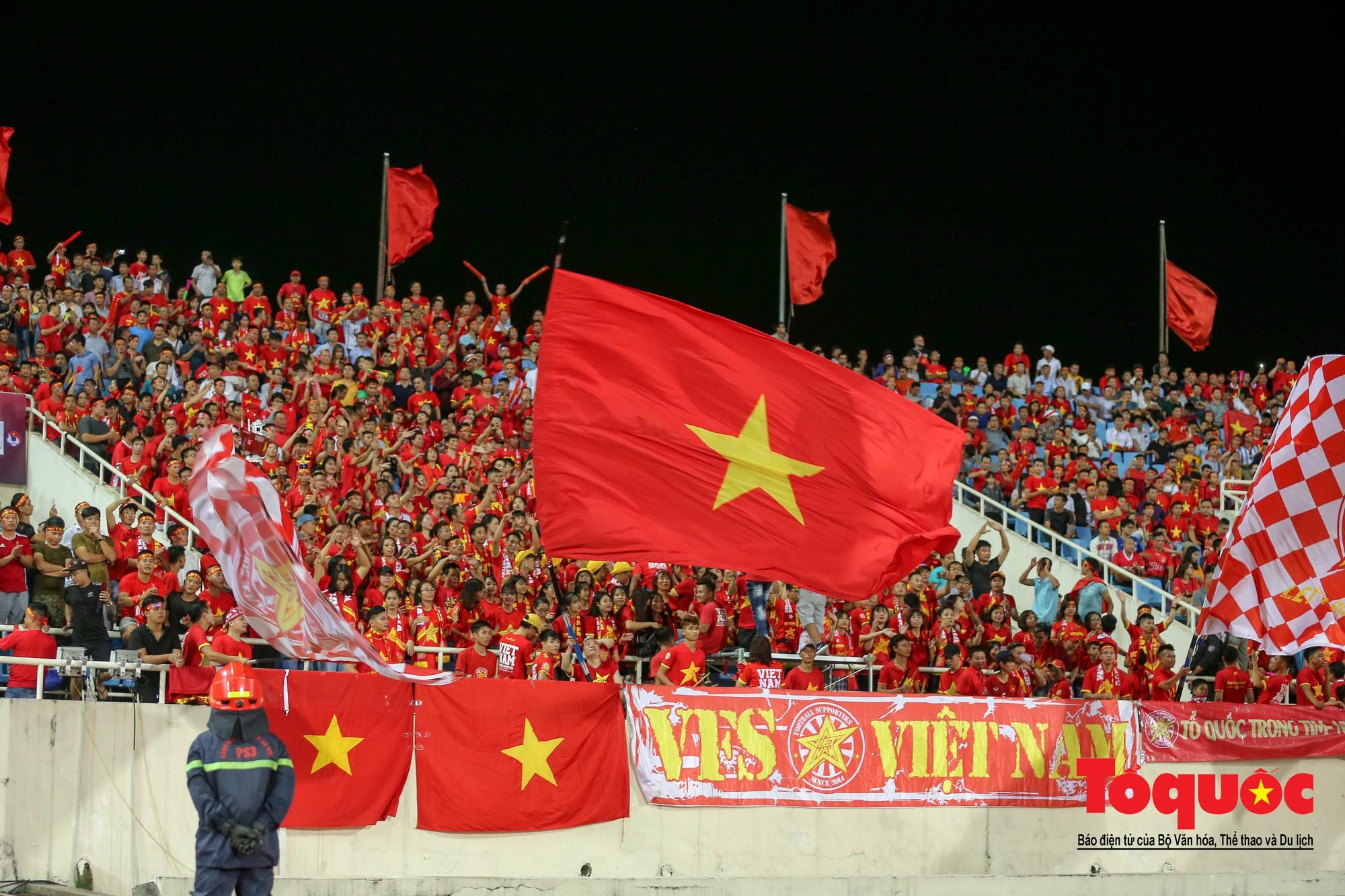 Thủ tướng, Chủ tịch Quốc hội dự khán trận giữa Việt Nam và Malaysia tại vòng loại World Cup 20226