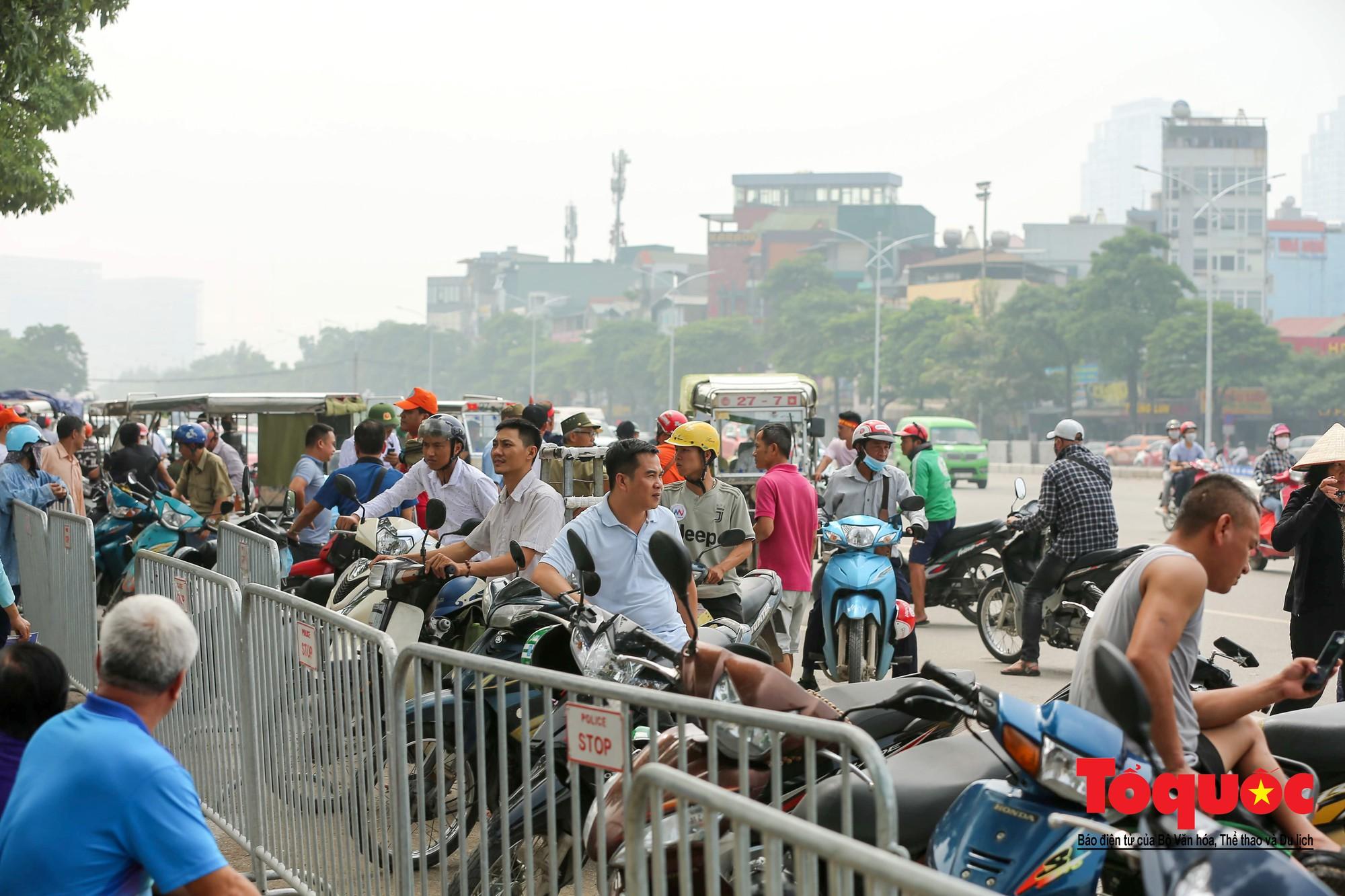 Vé trận Việt Nam - Malaysia: Giá vé chợ đen tung tăng nhảy múa11