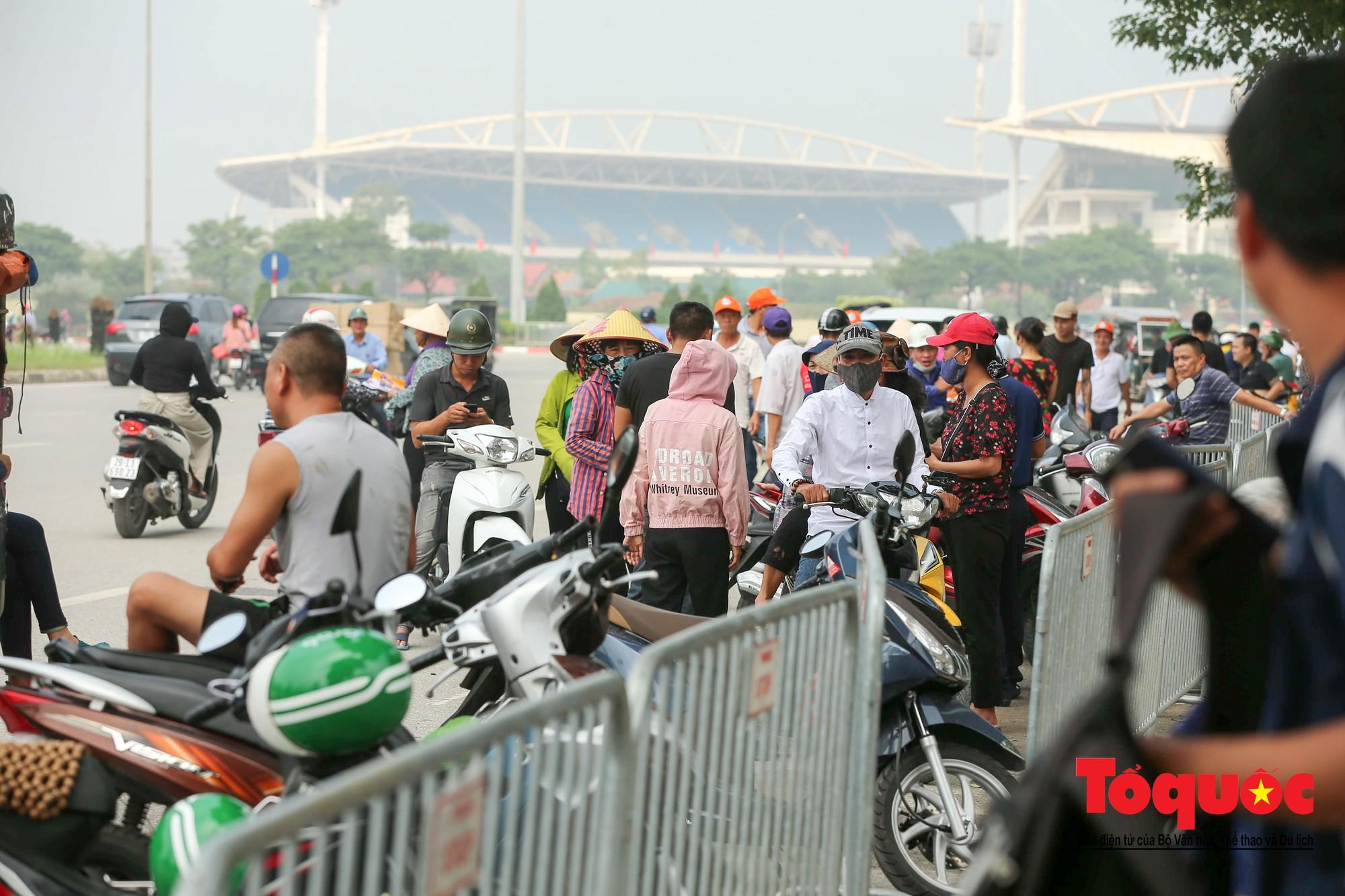 Vé trận Việt Nam - Malaysia: Giá vé chợ đen tung tăng nhảy múa12
