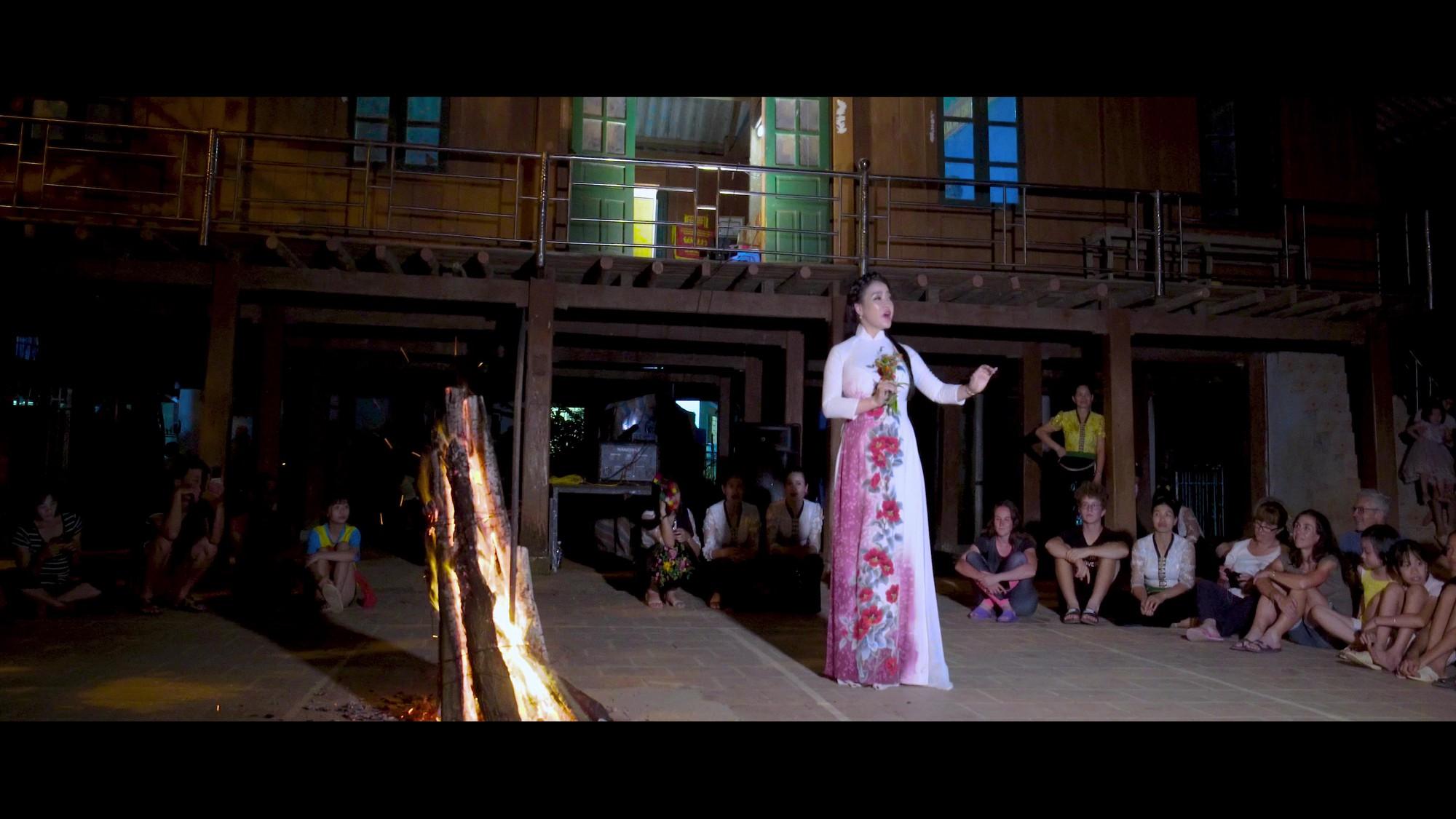 Cảnh trong MV Tình em (1)