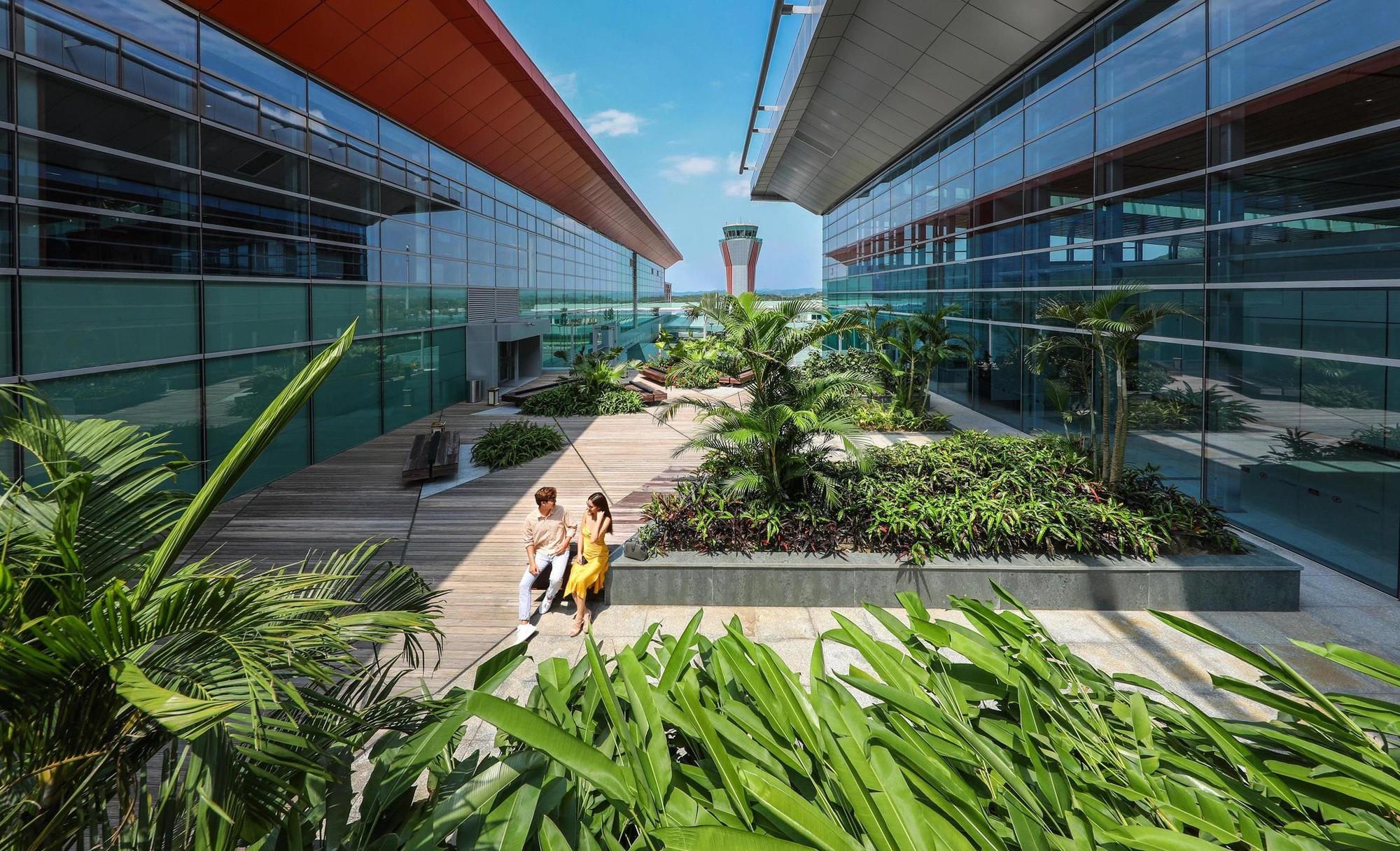 """Cảng HKQT Vân Đồn được thiết kế với nhiều mảng xanh, khiến không gian sân bay như một """"khu nghỉ dưỡng"""""""