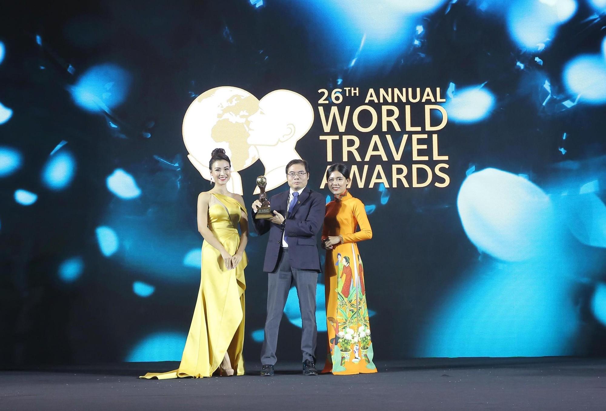 Ông Phạm Ngọc Sáu - Giám đốc Cảng HKQT Vân Đồn nhận giải SB mới hàng đầu châu Á của WTA