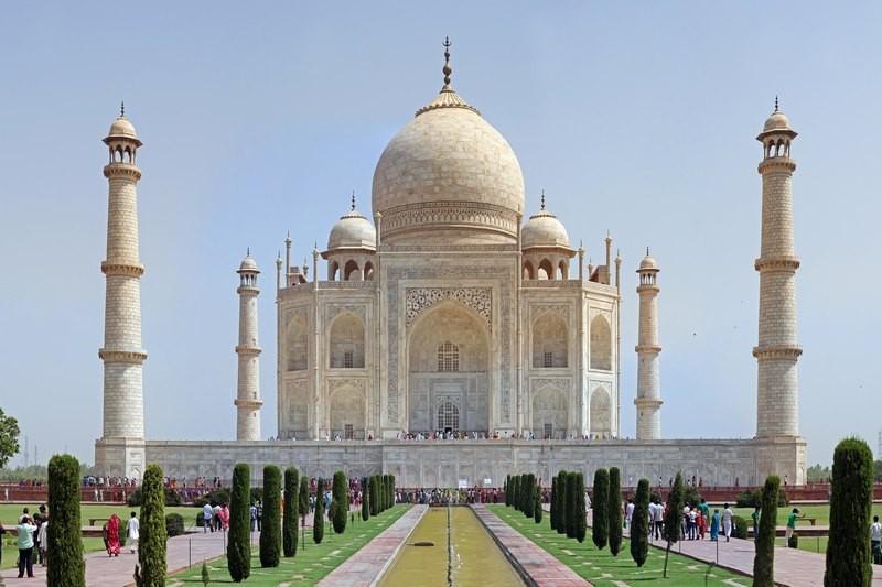 Taj_Mahal_2012-min