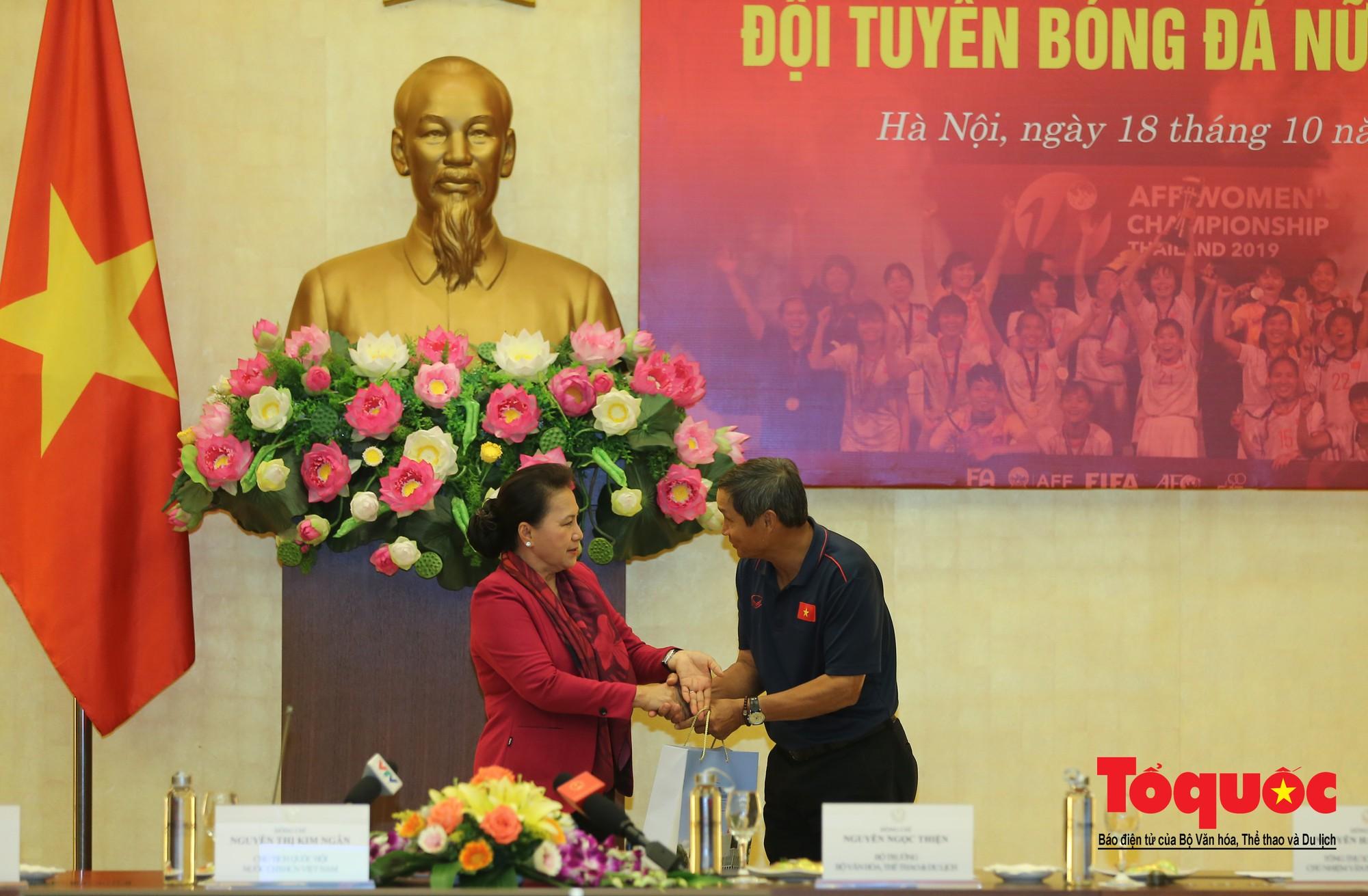 Chủ tịch Quốc hội Nguyễn Thị Kim Ngân: Bóng đá nam nhìn thành tích bóng đá nữ còn phải mơ ước dài11