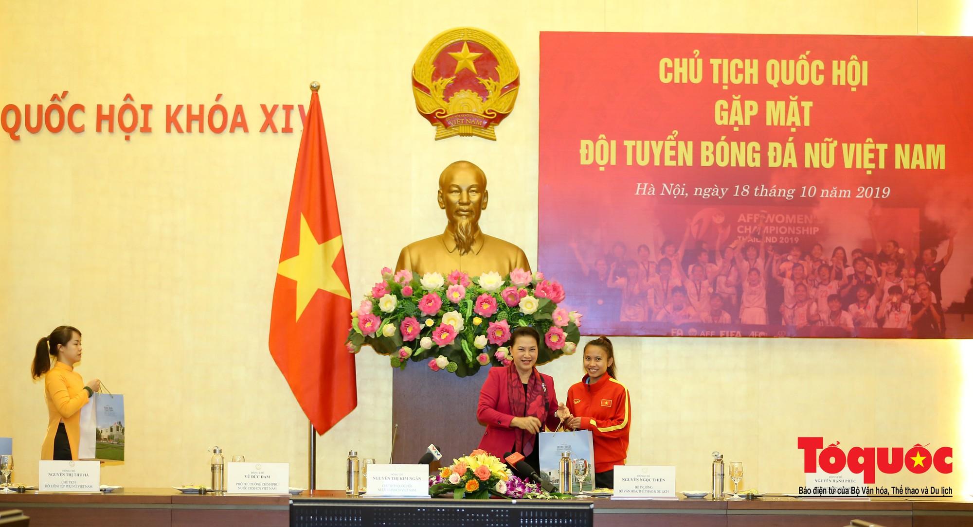 Chủ tịch Quốc hội Nguyễn Thị Kim Ngân: Bóng đá nam nhìn thành tích bóng đá nữ còn phải mơ ước dài12