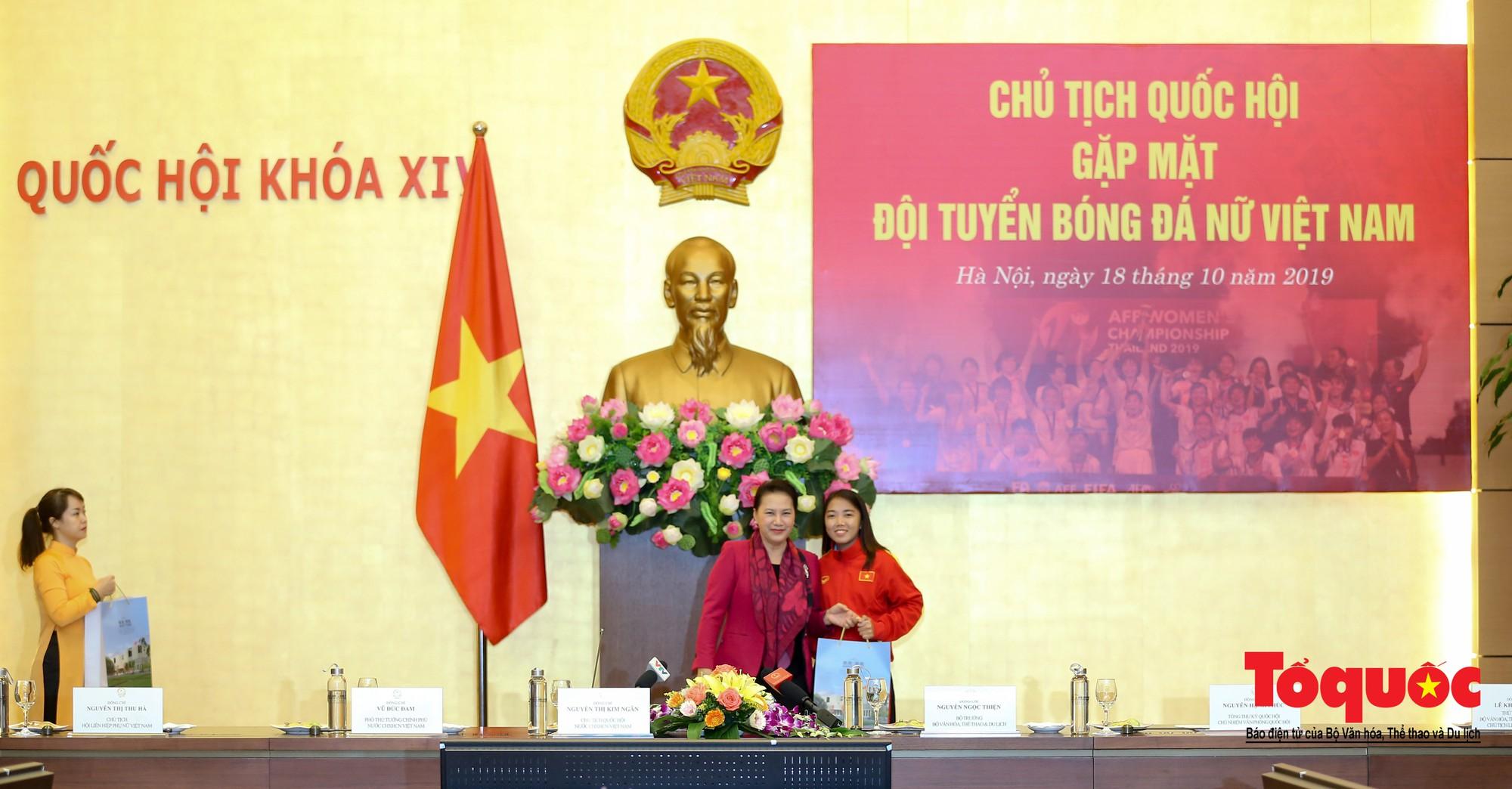 Chủ tịch Quốc hội Nguyễn Thị Kim Ngân: Bóng đá nam nhìn thành tích bóng đá nữ còn phải mơ ước dài13