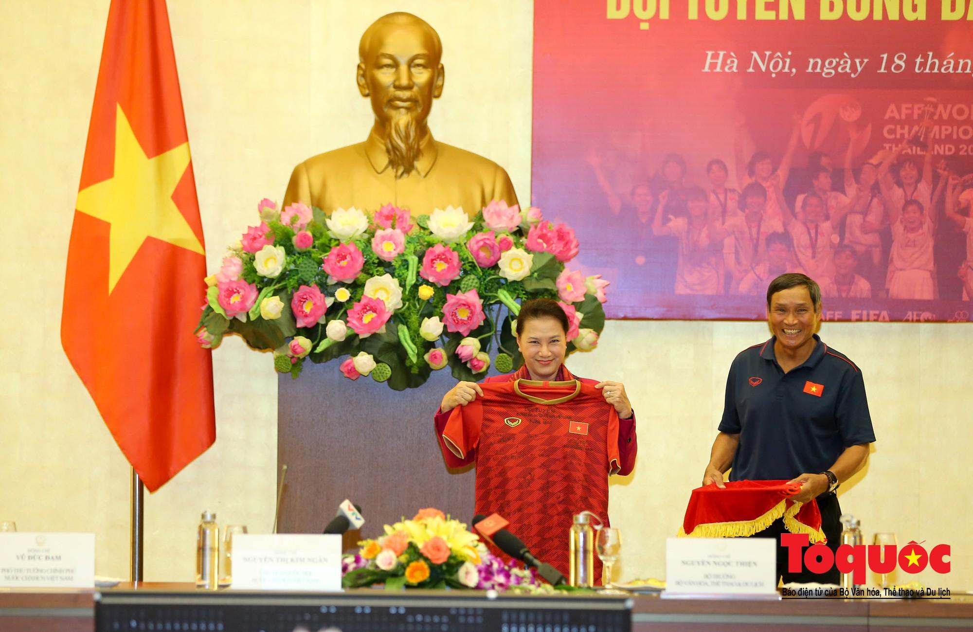 Chủ tịch Quốc hội Nguyễn Thị Kim Ngân: Bóng đá nam nhìn thành tích bóng đá nữ còn phải mơ ước dài14