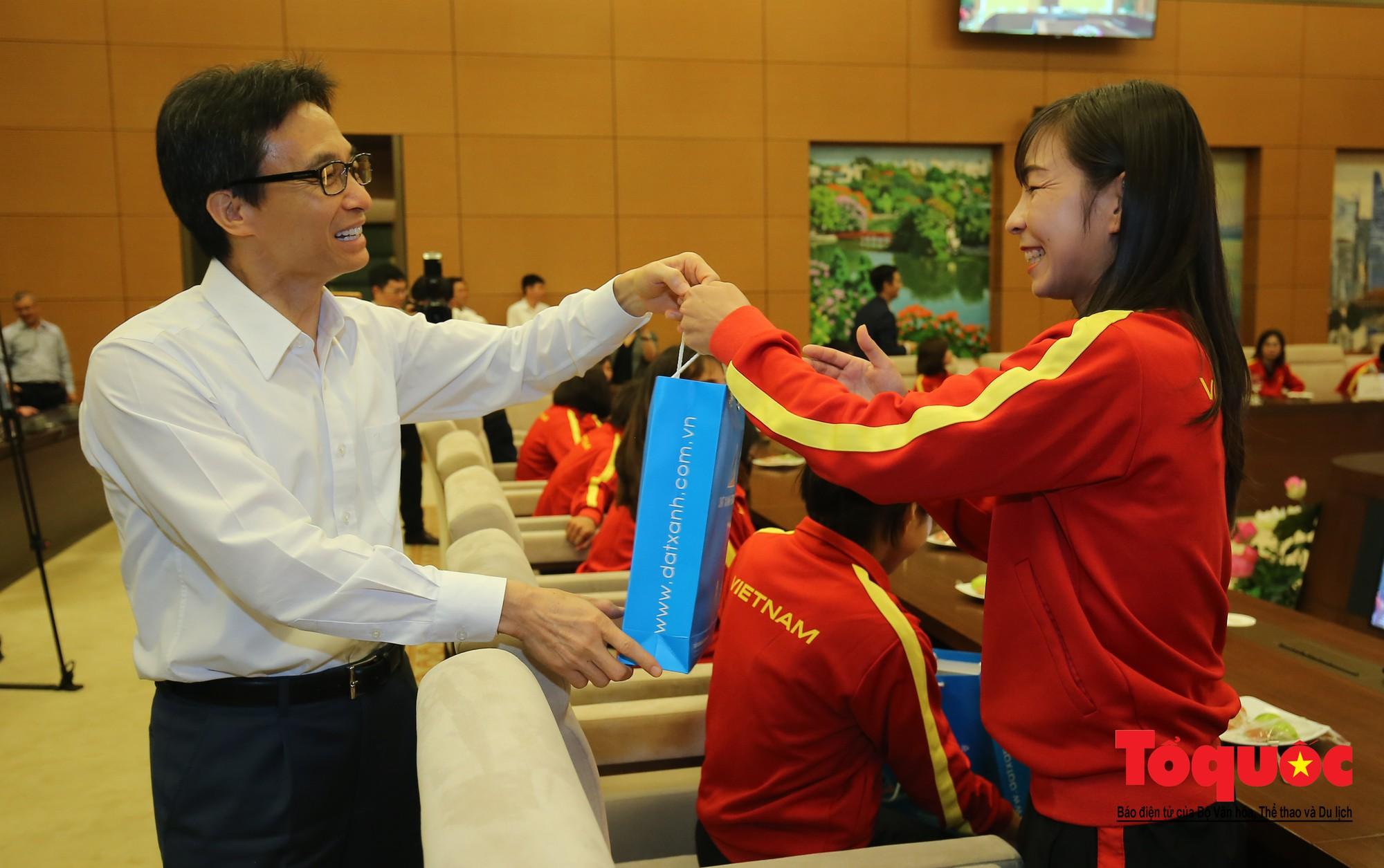 Chủ tịch Quốc hội Nguyễn Thị Kim Ngân: Bóng đá nam nhìn thành tích bóng đá nữ còn phải mơ ước dài16