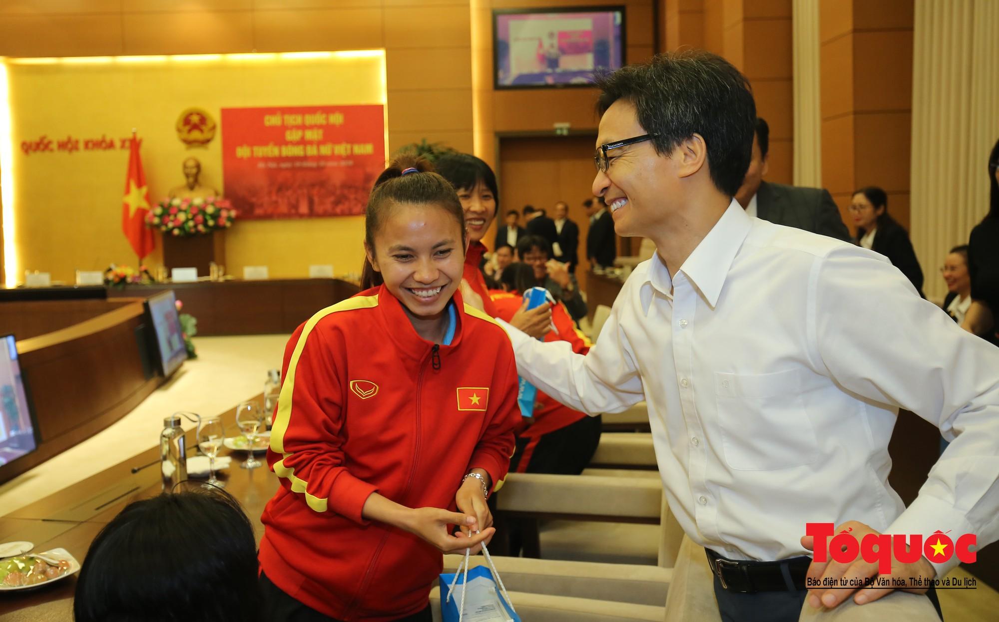 Chủ tịch Quốc hội Nguyễn Thị Kim Ngân: Bóng đá nam nhìn thành tích bóng đá nữ còn phải mơ ước dài17
