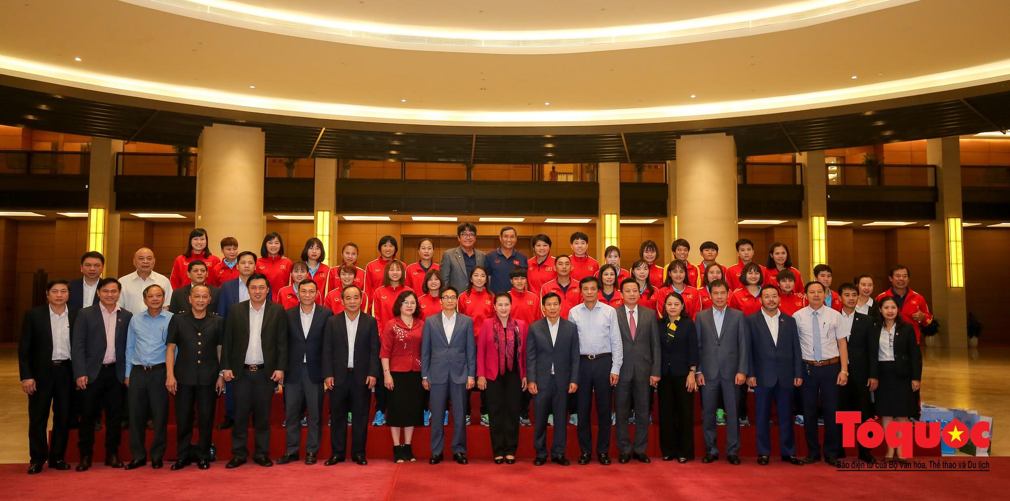 Chủ tịch Quốc hội Nguyễn Thị Kim Ngân: Bóng đá nam nhìn thành tích bóng đá nữ còn phải mơ ước dài18
