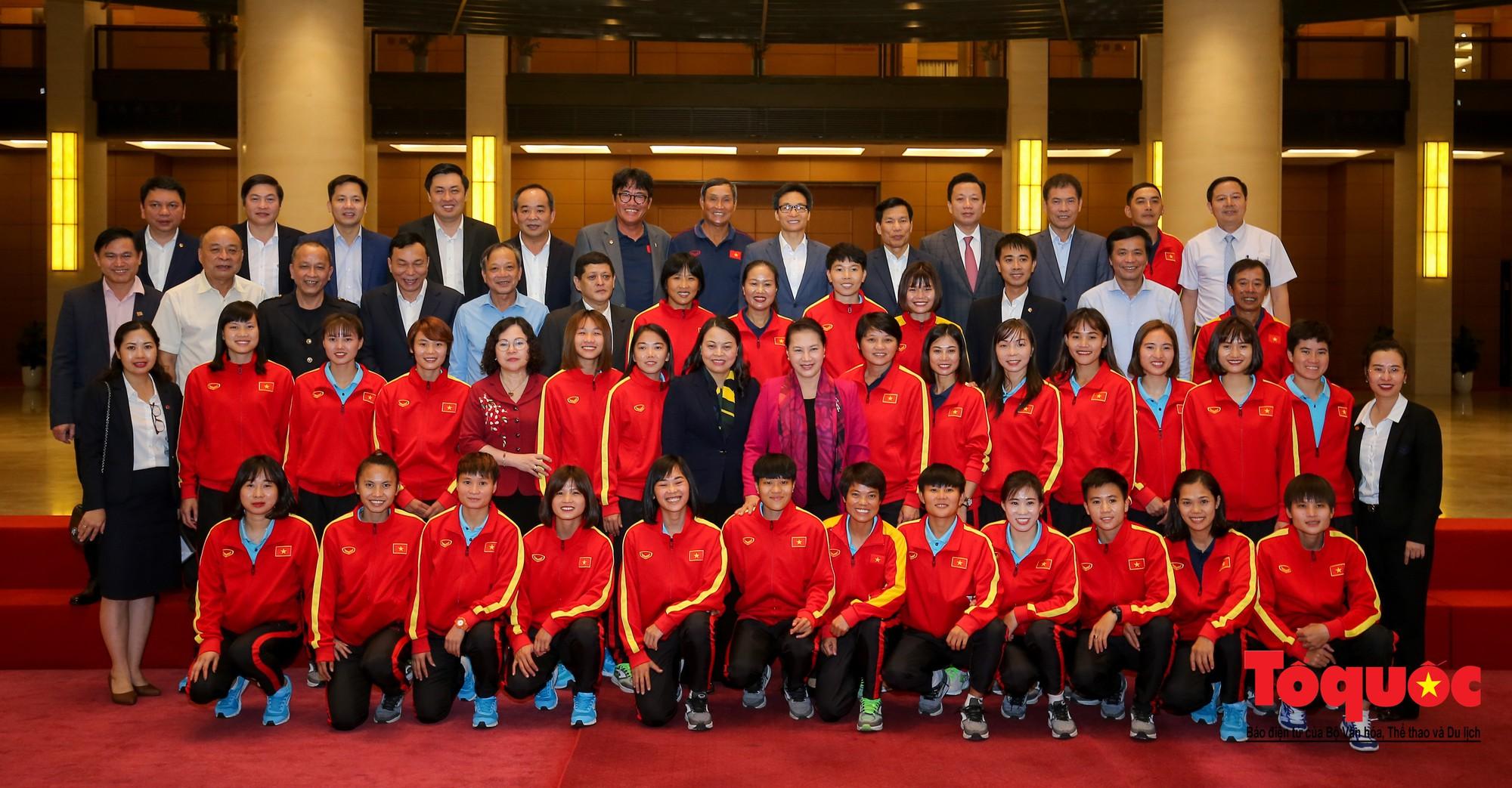 Chủ tịch Quốc hội Nguyễn Thị Kim Ngân: Bóng đá nam nhìn thành tích bóng đá nữ còn phải mơ ước dài19