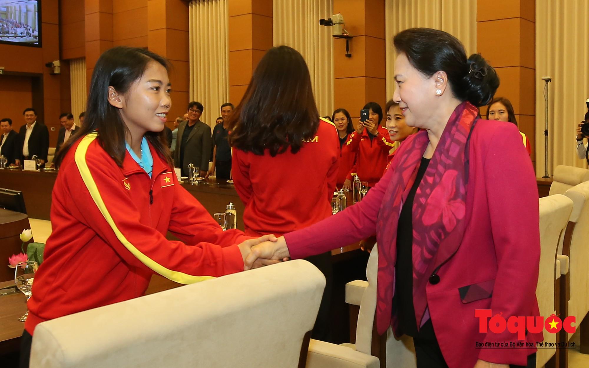 Chủ tịch Quốc hội Nguyễn Thị Kim Ngân: Bóng đá nam nhìn thành tích bóng đá nữ còn phải mơ ước dài2