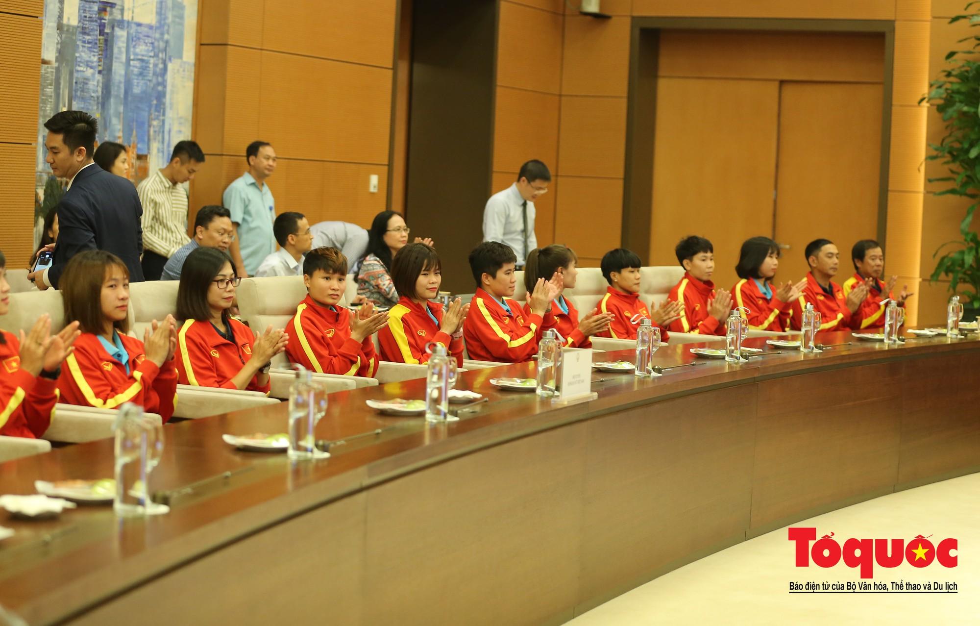 Chủ tịch Quốc hội Nguyễn Thị Kim Ngân: Bóng đá nam nhìn thành tích bóng đá nữ còn phải mơ ước dài5