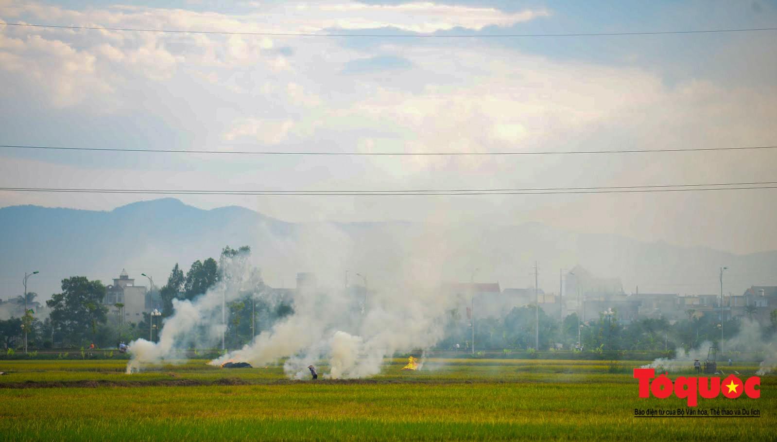 Nông dân ngoại thành vô tình khiến nội thành Hà Nội có một lớp sương mờ3