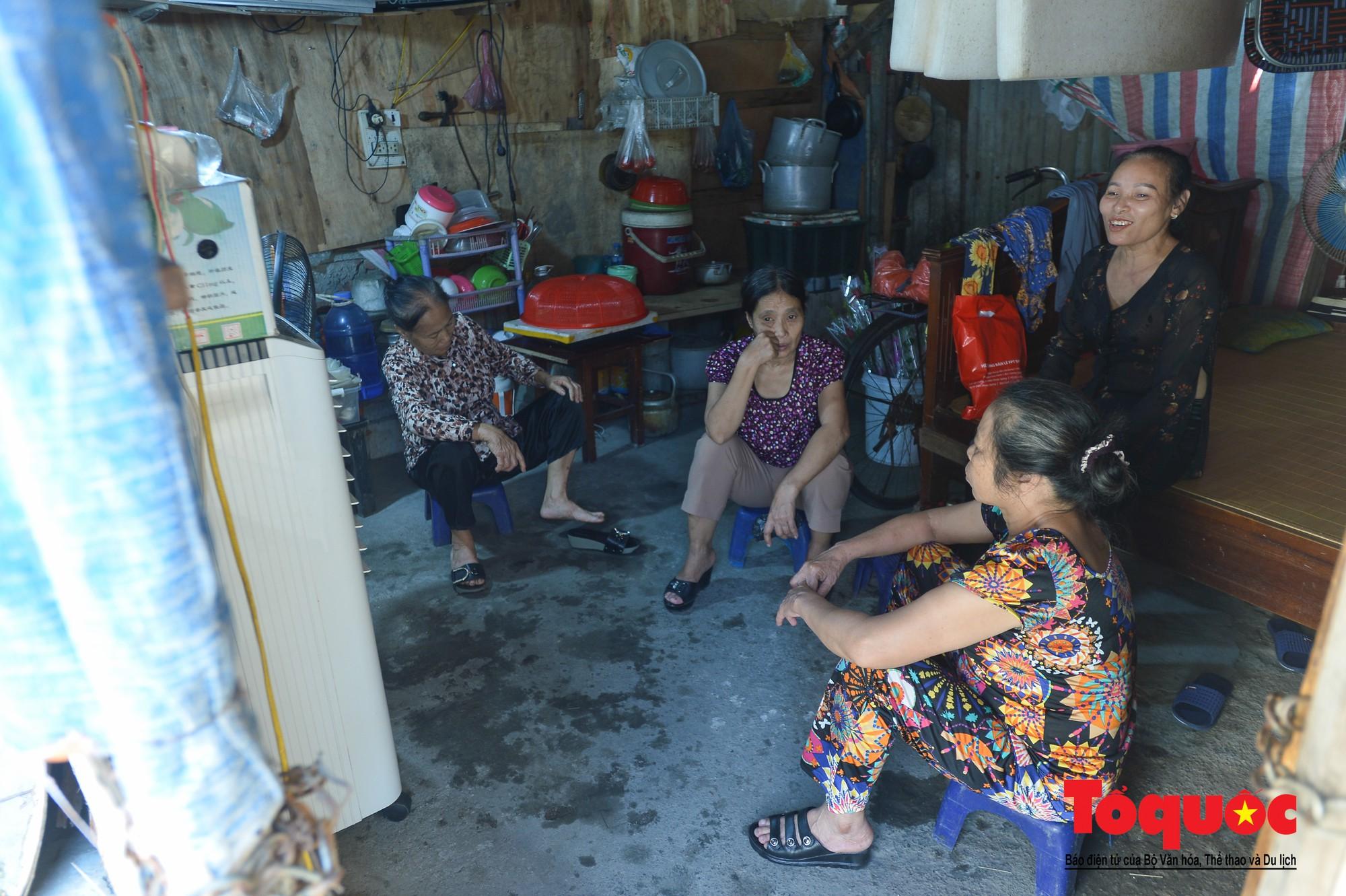 Ngày đẹp nhất của những người phụ nữ nghèo xóm ve chai (1)