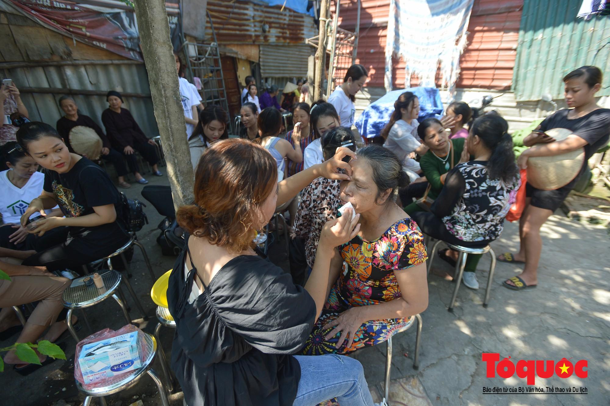 Ngày đẹp nhất của những người phụ nữ nghèo xóm ve chai (2)