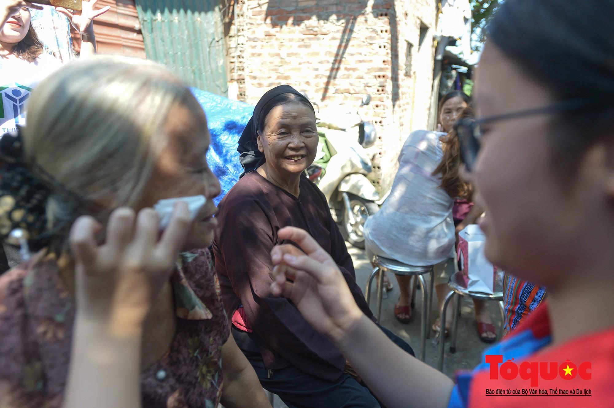 Ngày đẹp nhất của những người phụ nữ nghèo xóm ve chai (4)