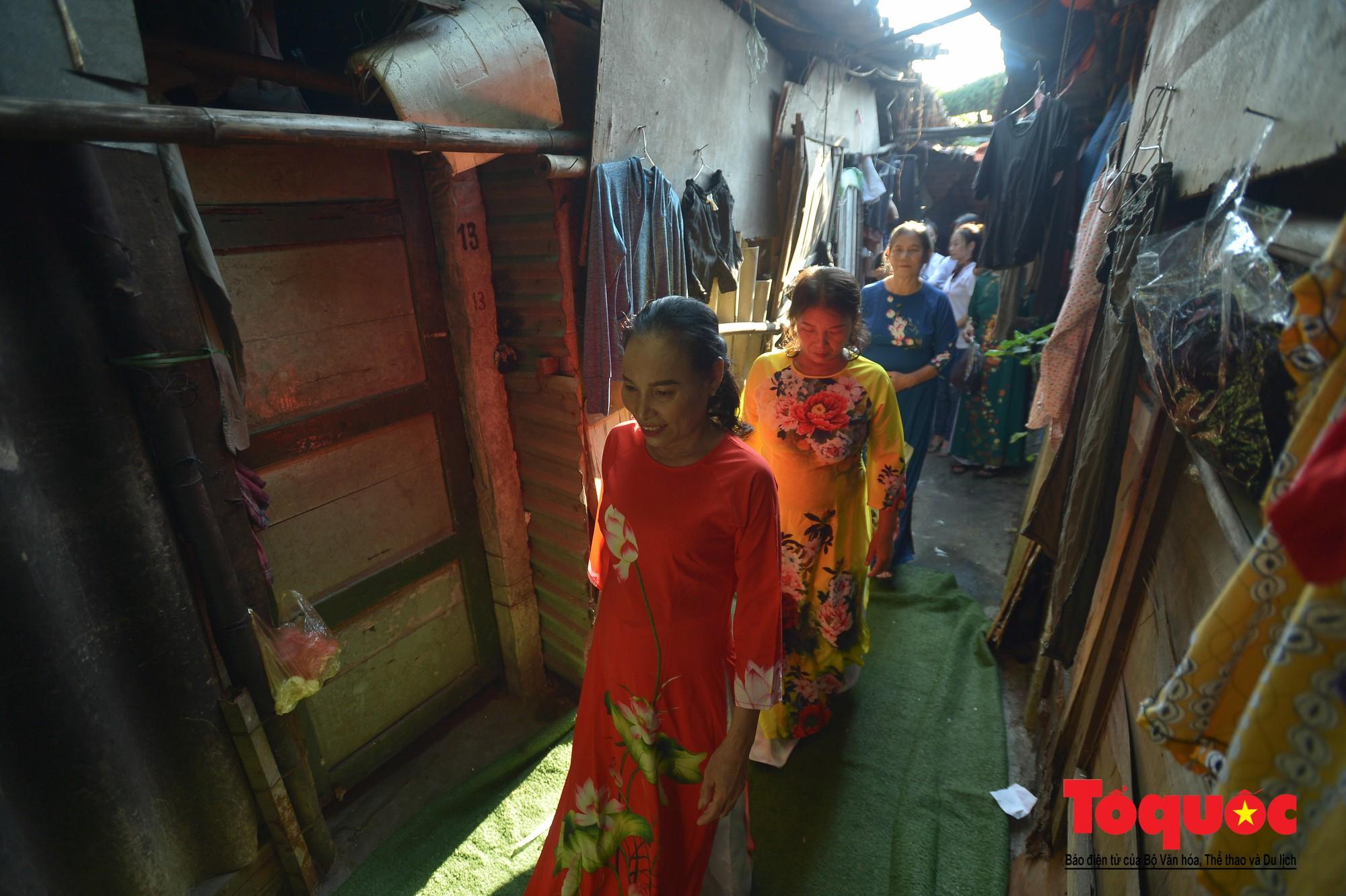 Ngày đẹp nhất của những người phụ nữ nghèo xóm ve chai (8)