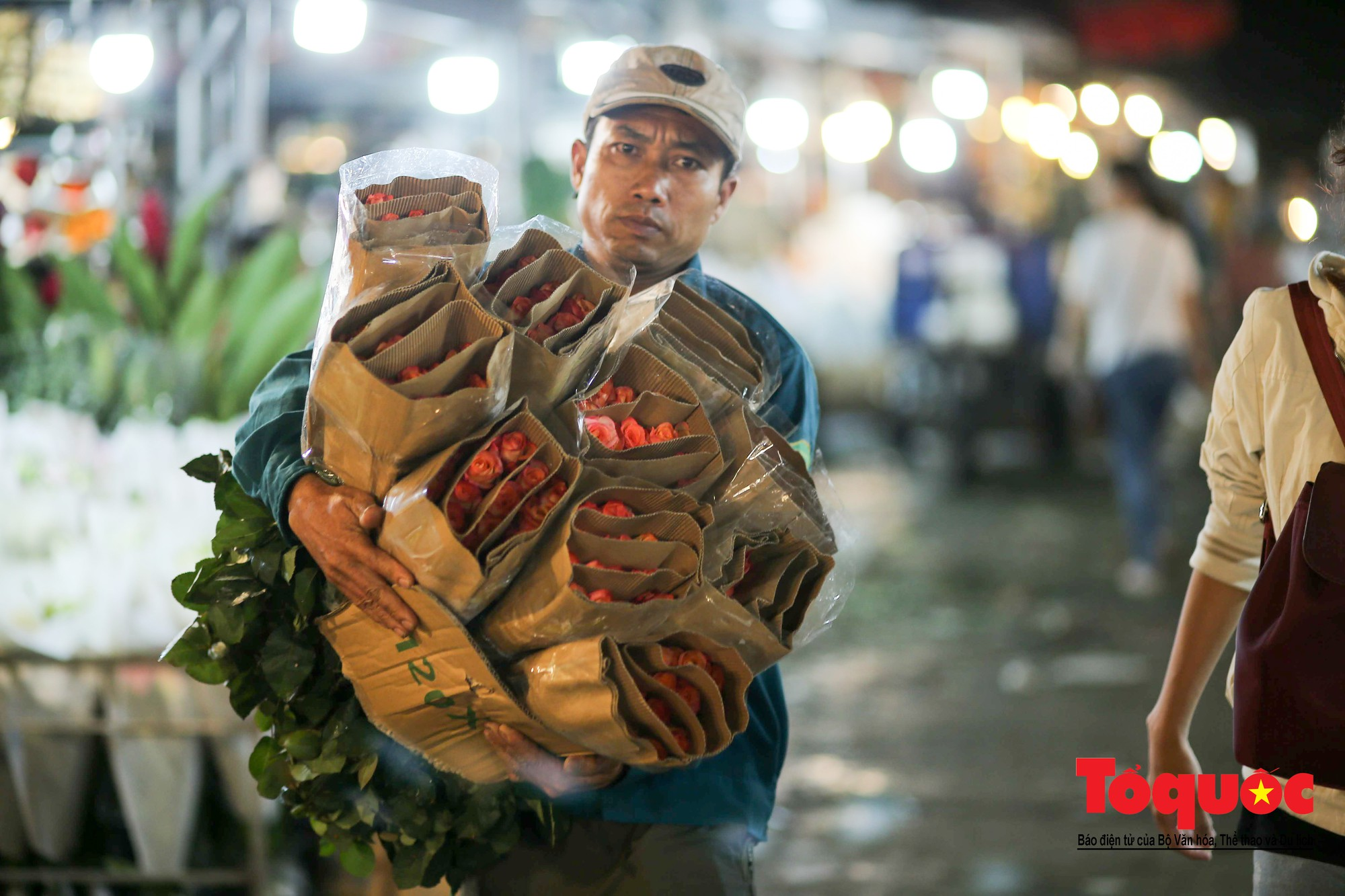 Nhộn nhịp chợ hoa lớn nhất Hà Nội dịp 20:1011