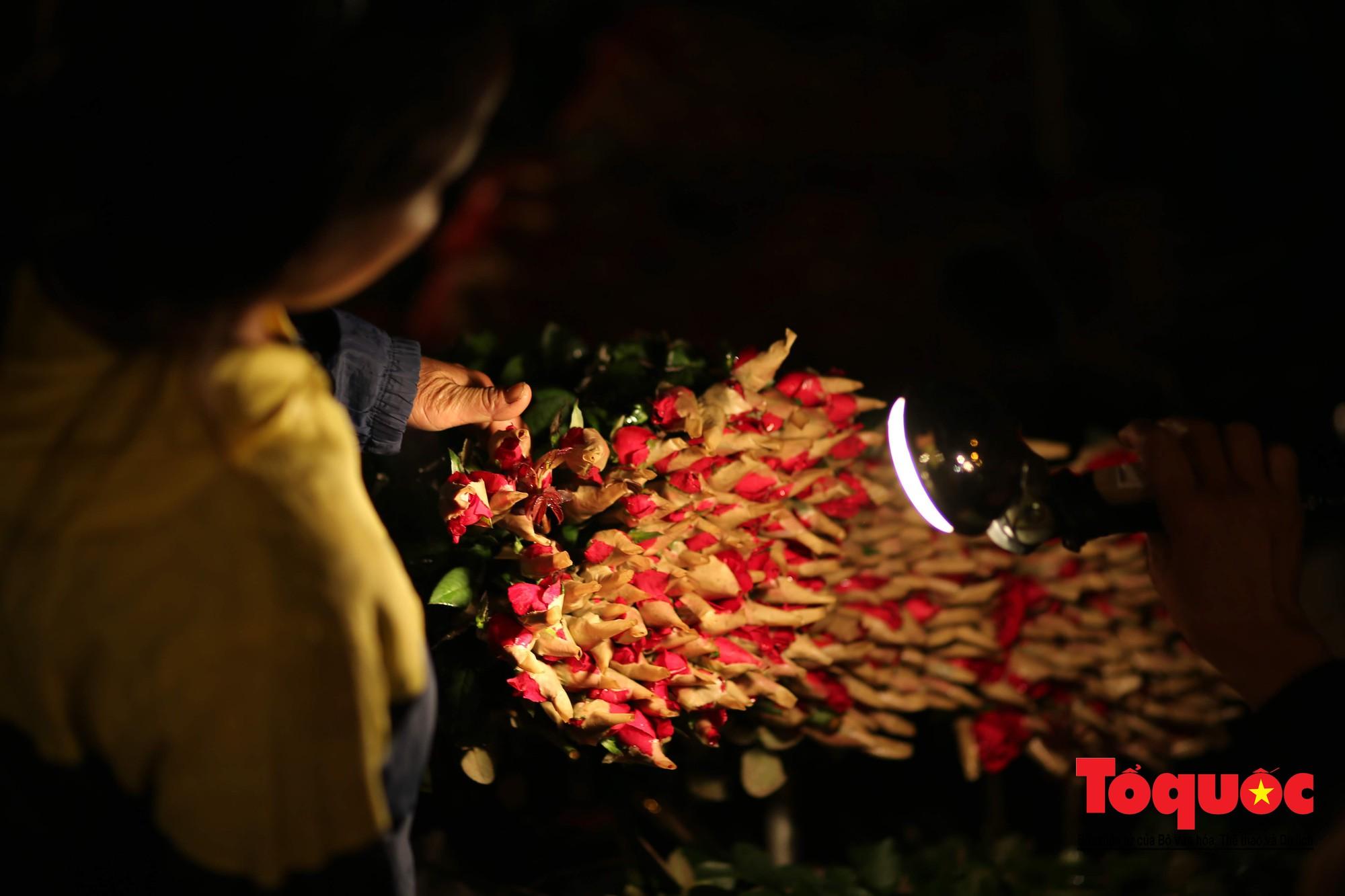 Nhộn nhịp chợ hoa lớn nhất Hà Nội dịp 20:1018