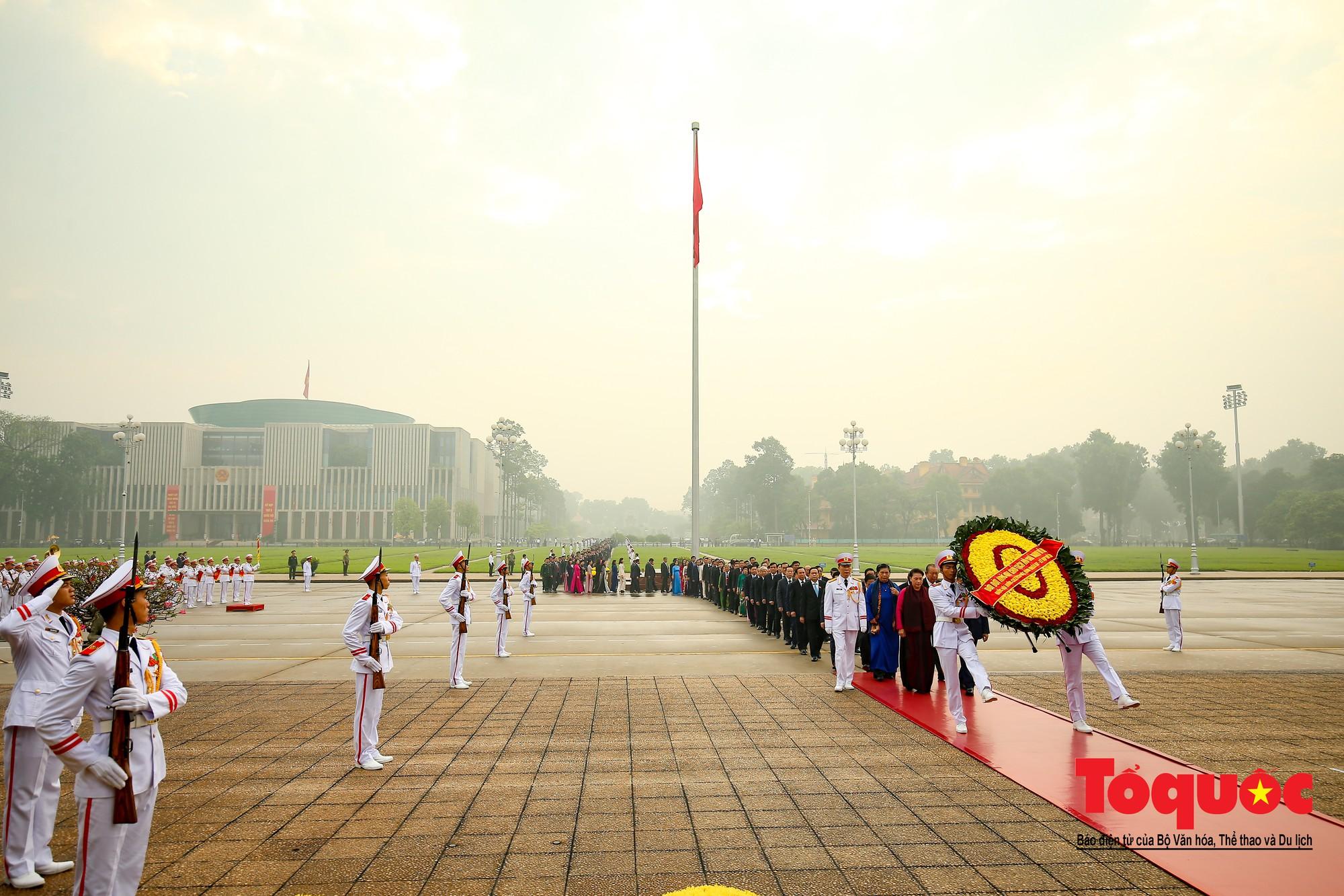 Đại biểu QH viếng Chủ tịch Hồ Chí Minh ngày khai mạc kỳ họp thứ 84