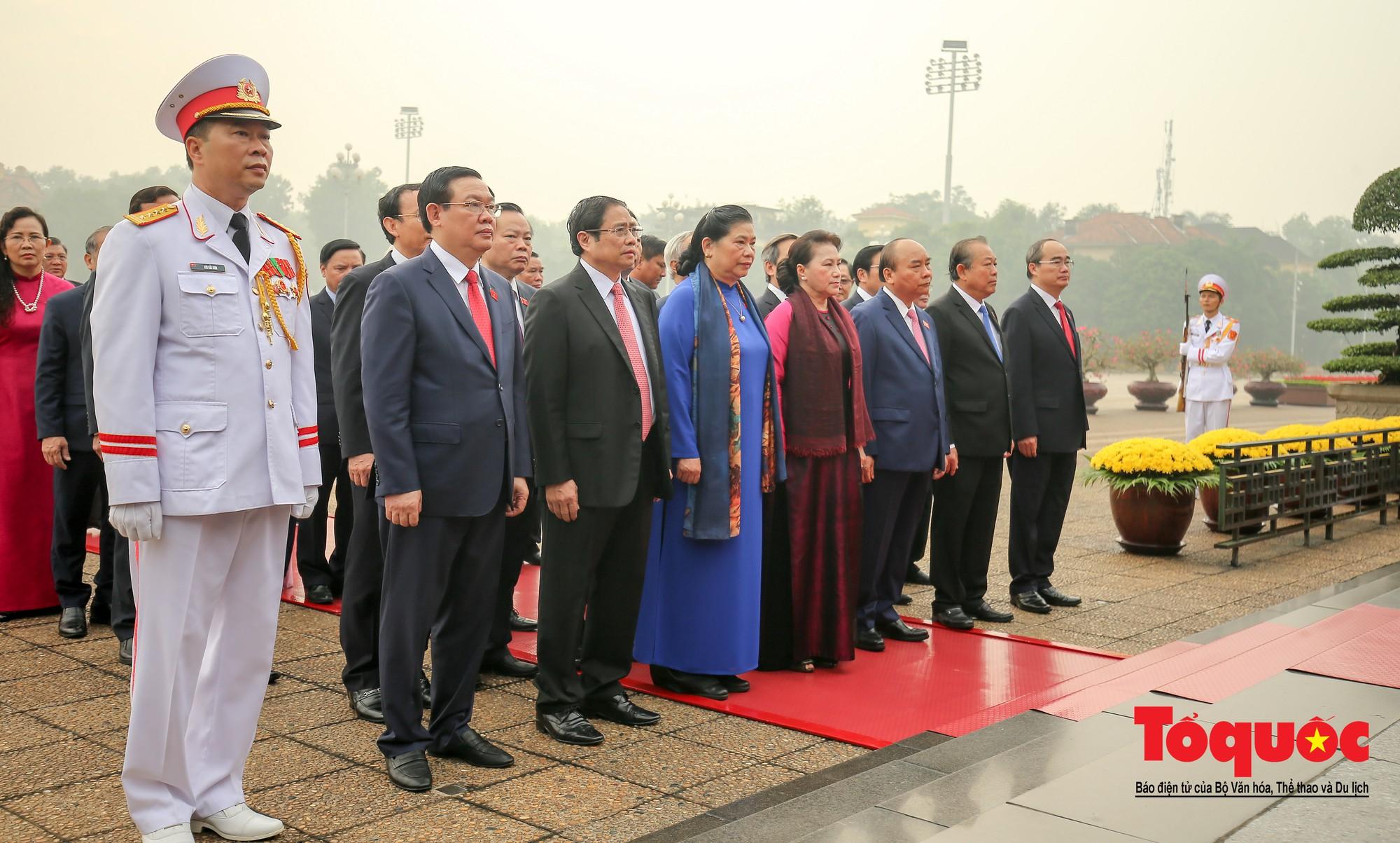Đại biểu QH viếng Chủ tịch Hồ Chí Minh ngày khai mạc kỳ họp thứ 85