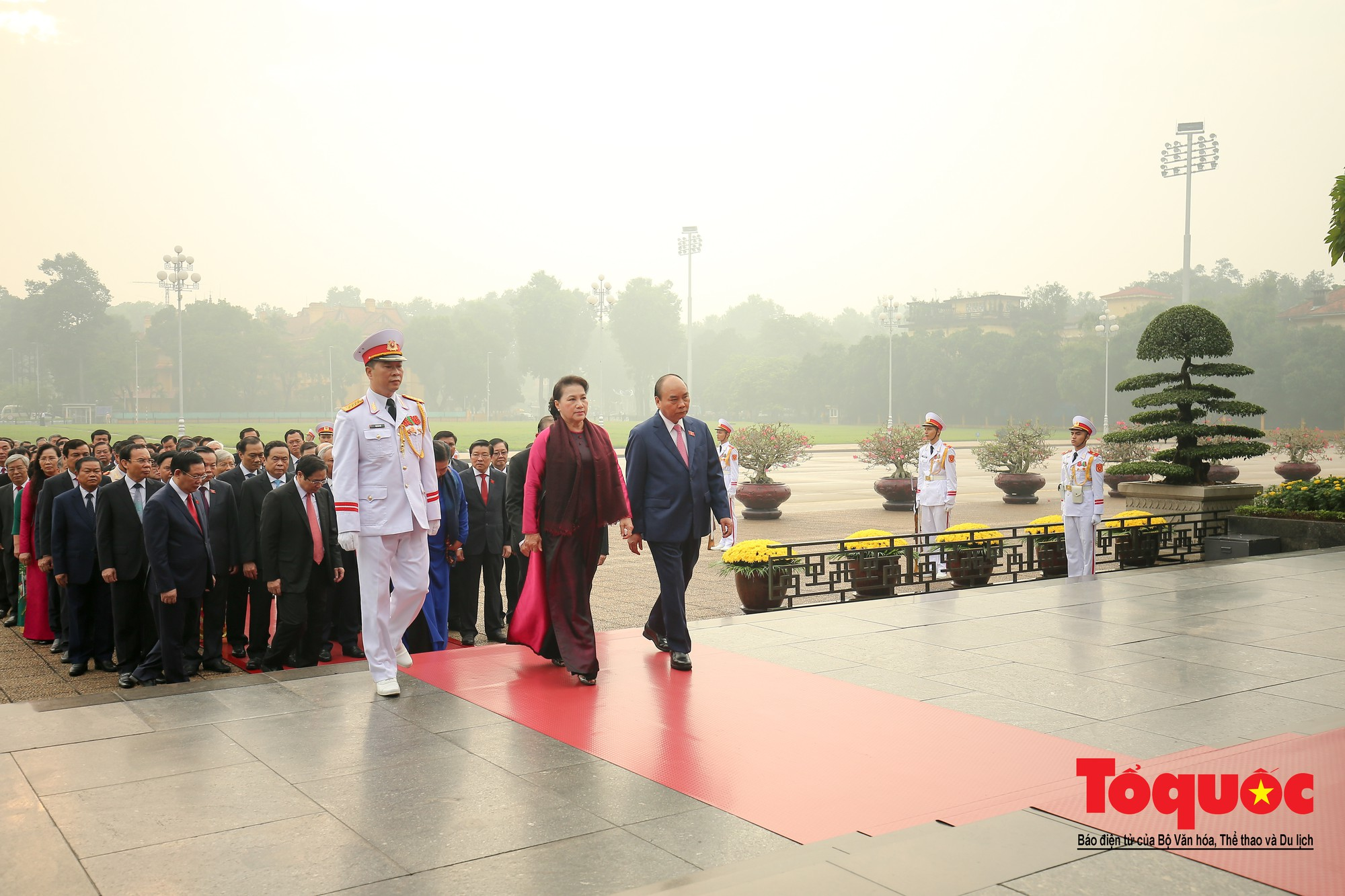 Đại biểu QH viếng Chủ tịch Hồ Chí Minh ngày khai mạc kỳ họp thứ 86