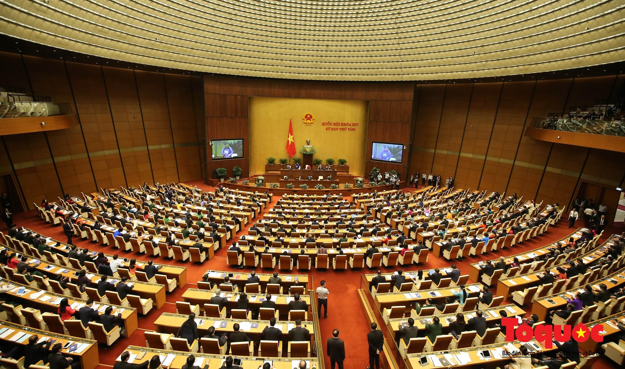 ĐBQH bên hành lang ngày khai mạc kỳ họp thứ 8, Quốc hội khóa XIV (12)
