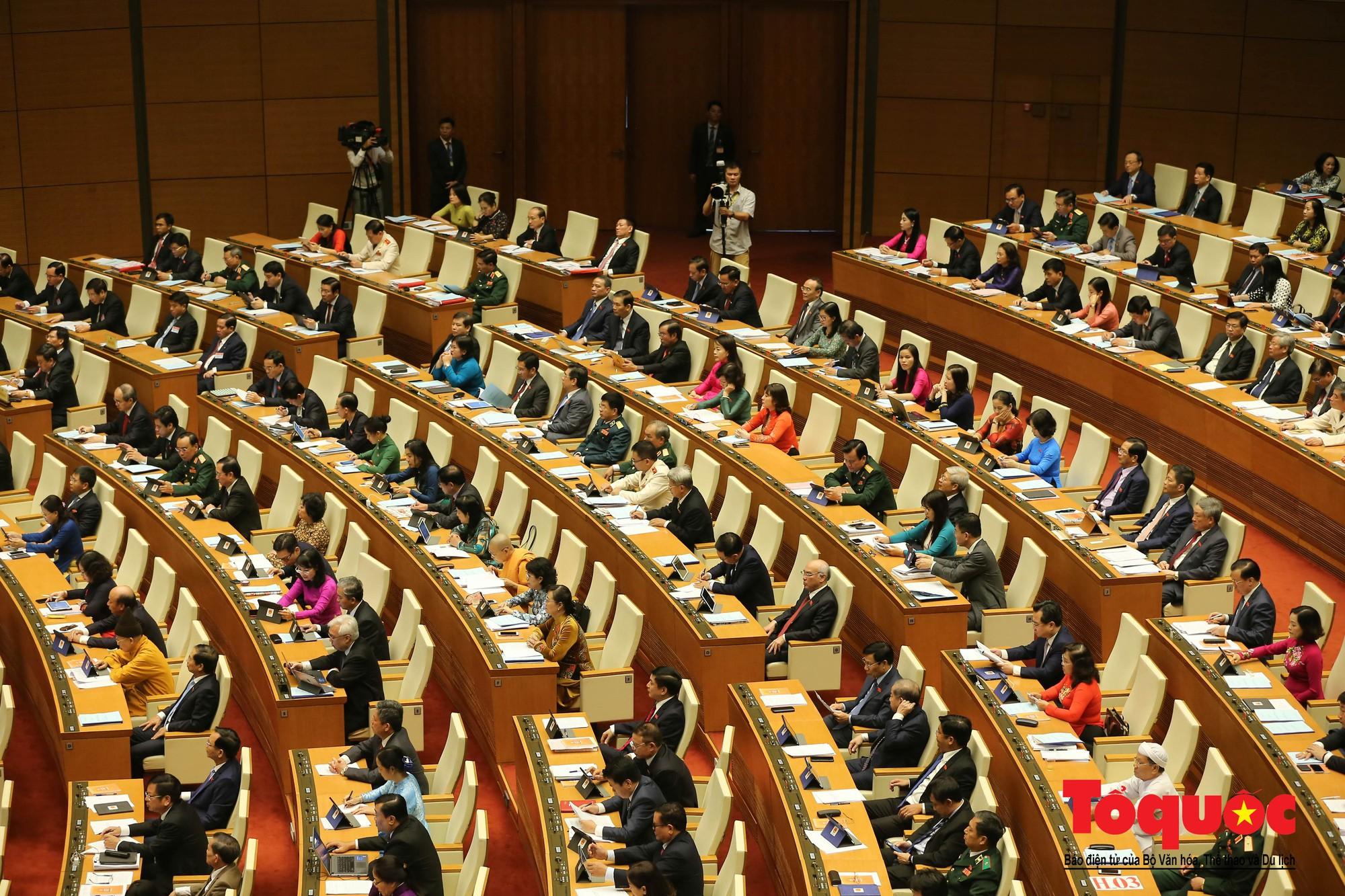 ĐBQH bên hành lang ngày khai mạc kỳ họp thứ 8, Quốc hội khóa XIV (14)