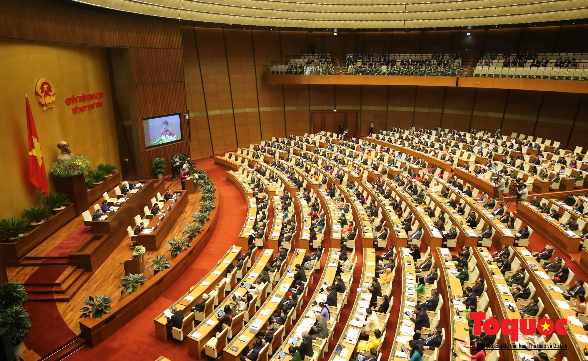 ĐBQH bên hành lang ngày khai mạc kỳ họp thứ 8, Quốc hội khóa XIV (15)